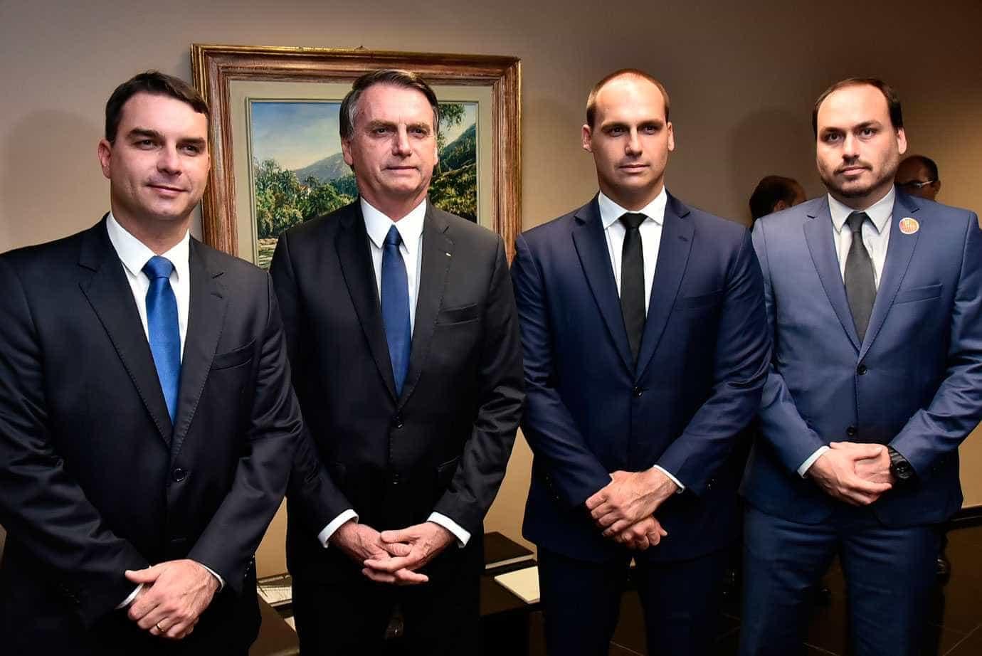 'Nenhum filho meu manda no governo, não existe isso', diz Bolsonaro