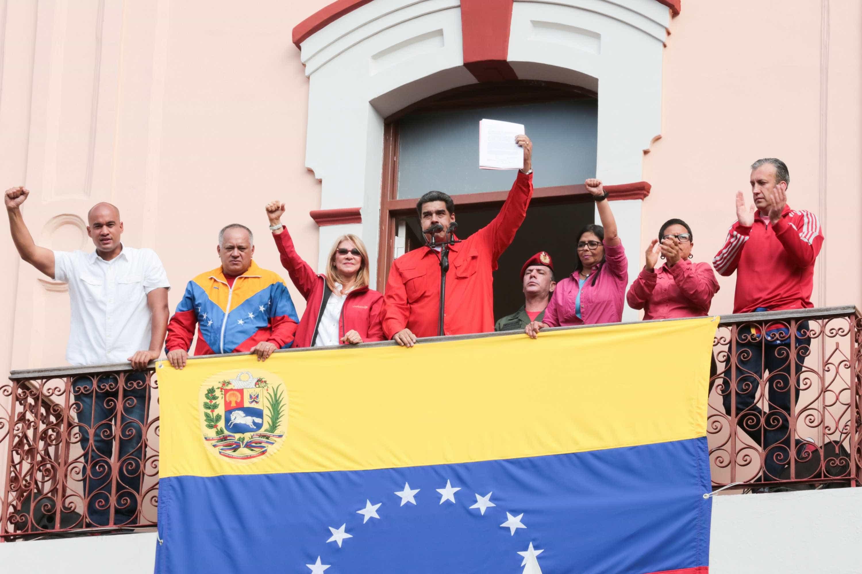 Maduro diz que não se rende: 'Vamos ao combate'