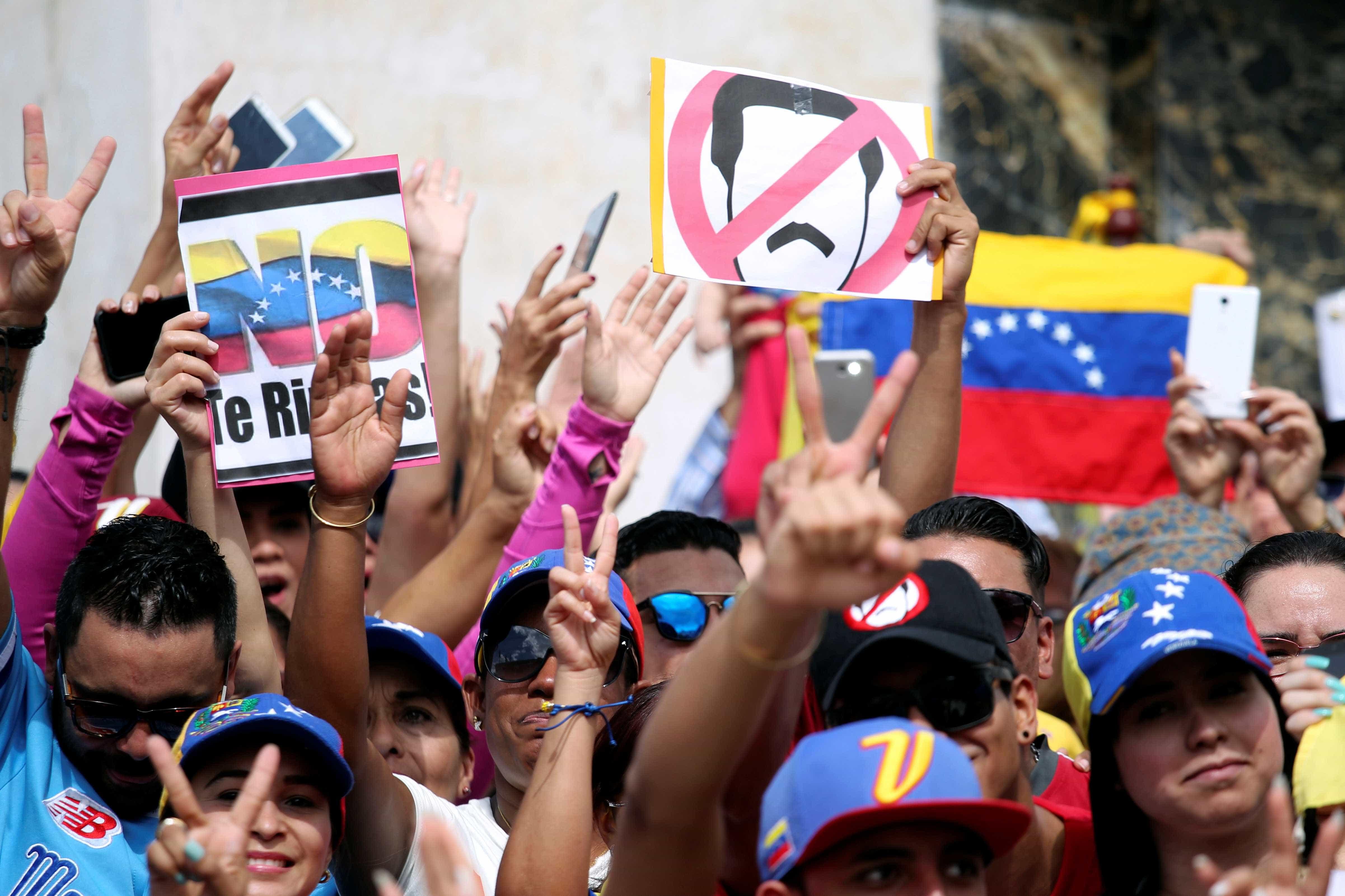 Manifestantes protestam contra Maduro nas ruas da Venezuela; veja fotos