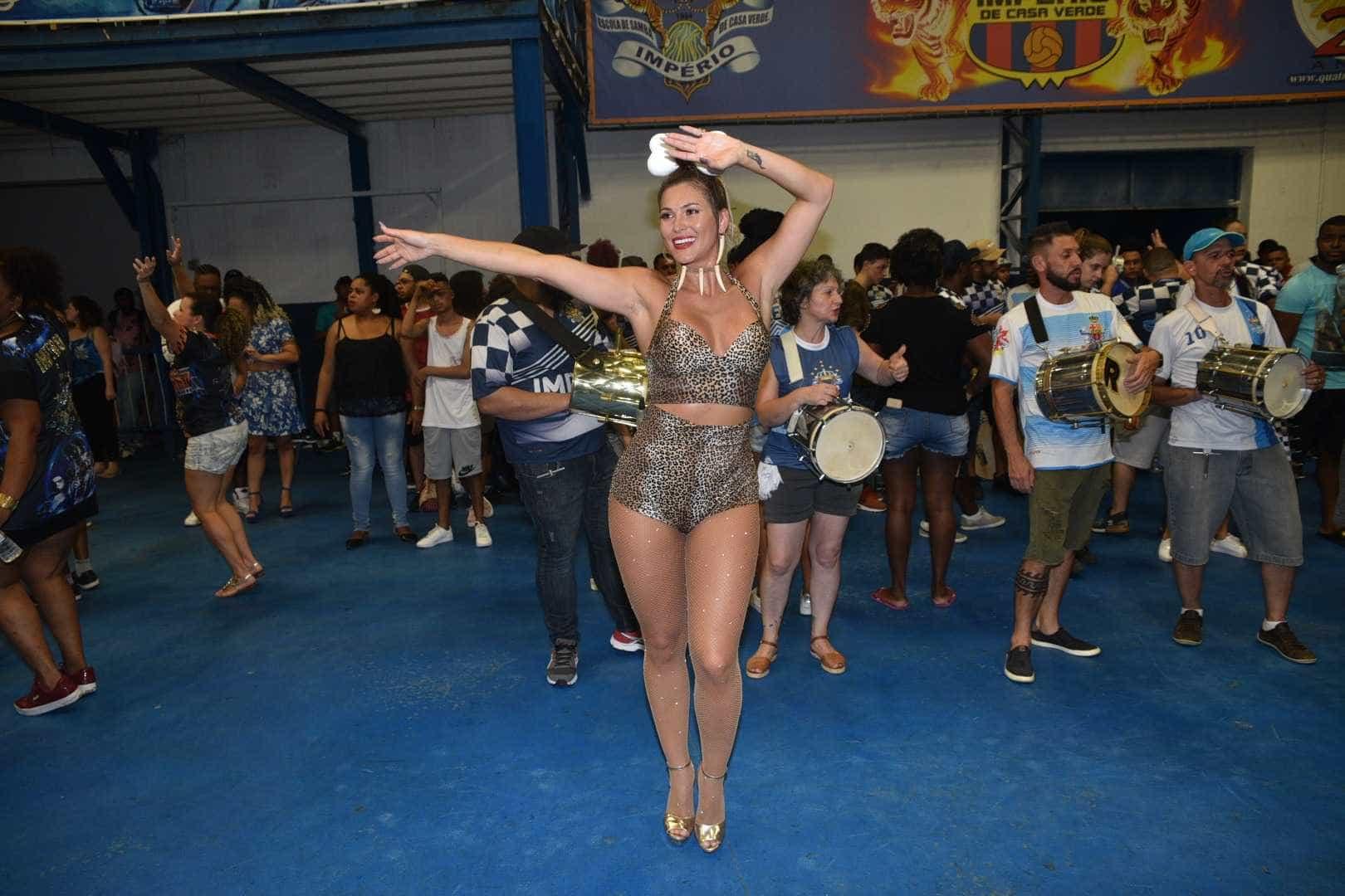 Lívia Andrade surge com look de Pedrita 'sexy' em ensaio de carnaval