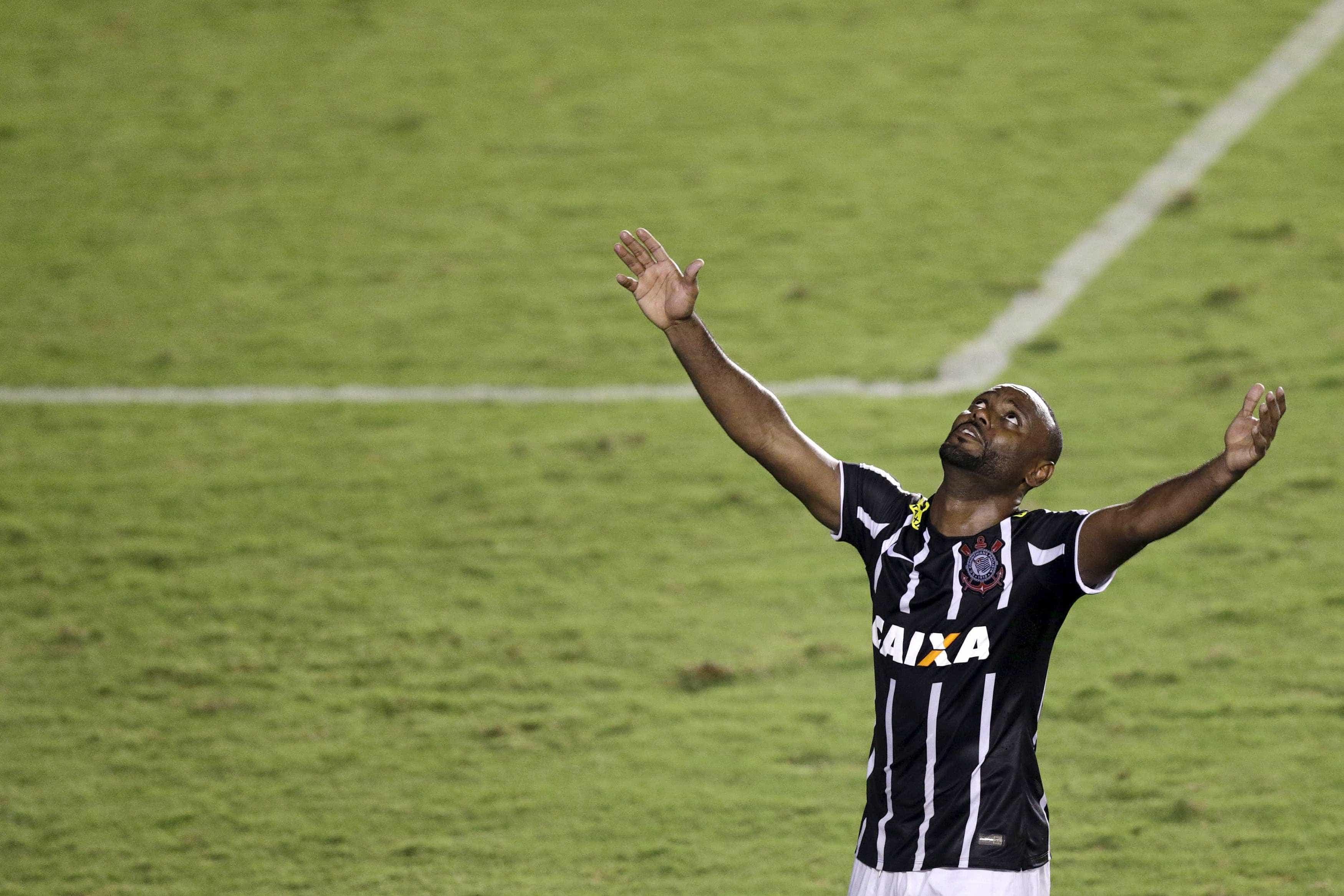 Corinthians confirma retorno de Vagner Love