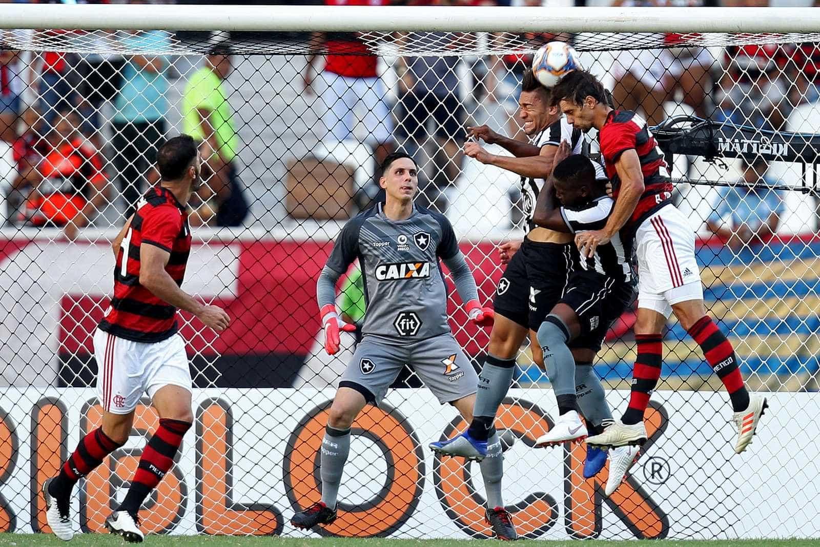 Bruno Henrique faz dois, Fla vence de virada e complica Botafogo