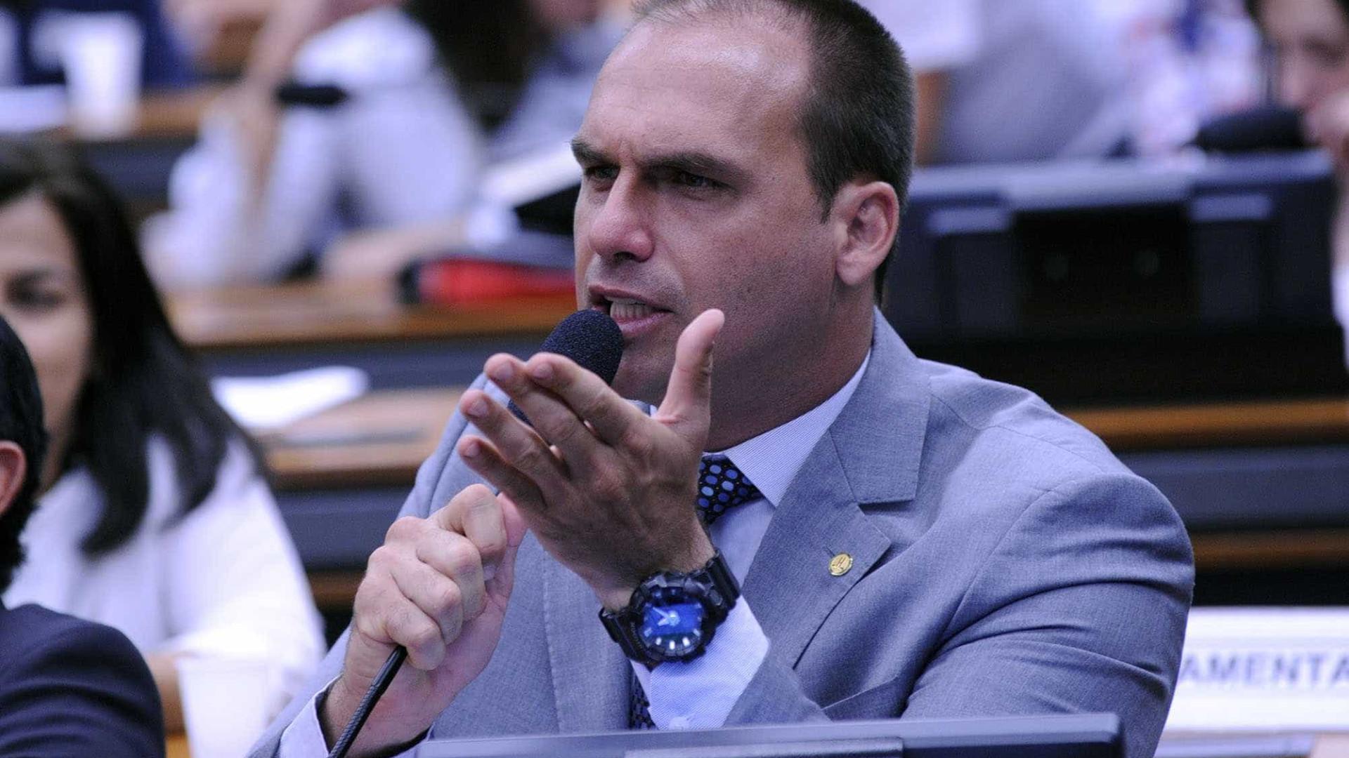 Eduardo Bolsonaro defende irmão e ataca Bebianno em rede social