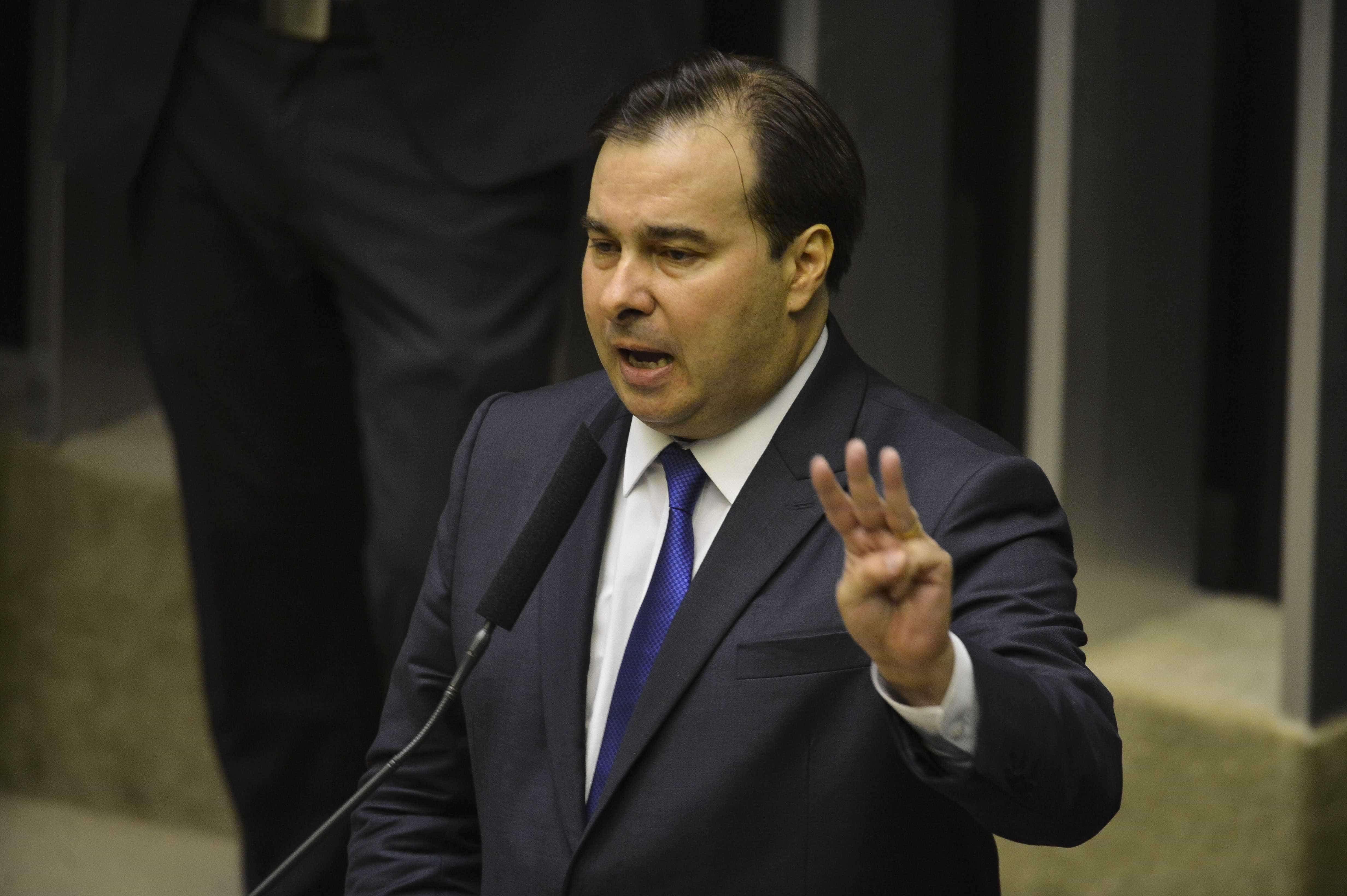 Maia ameaça deixar articulação política da reforma da Previdência
