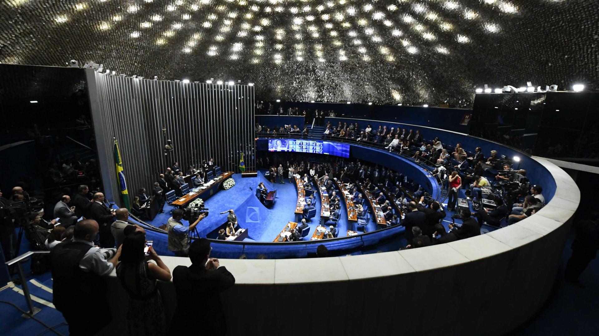 Corregedor enviará à PF foto de senador suspeito de votar duas vezes