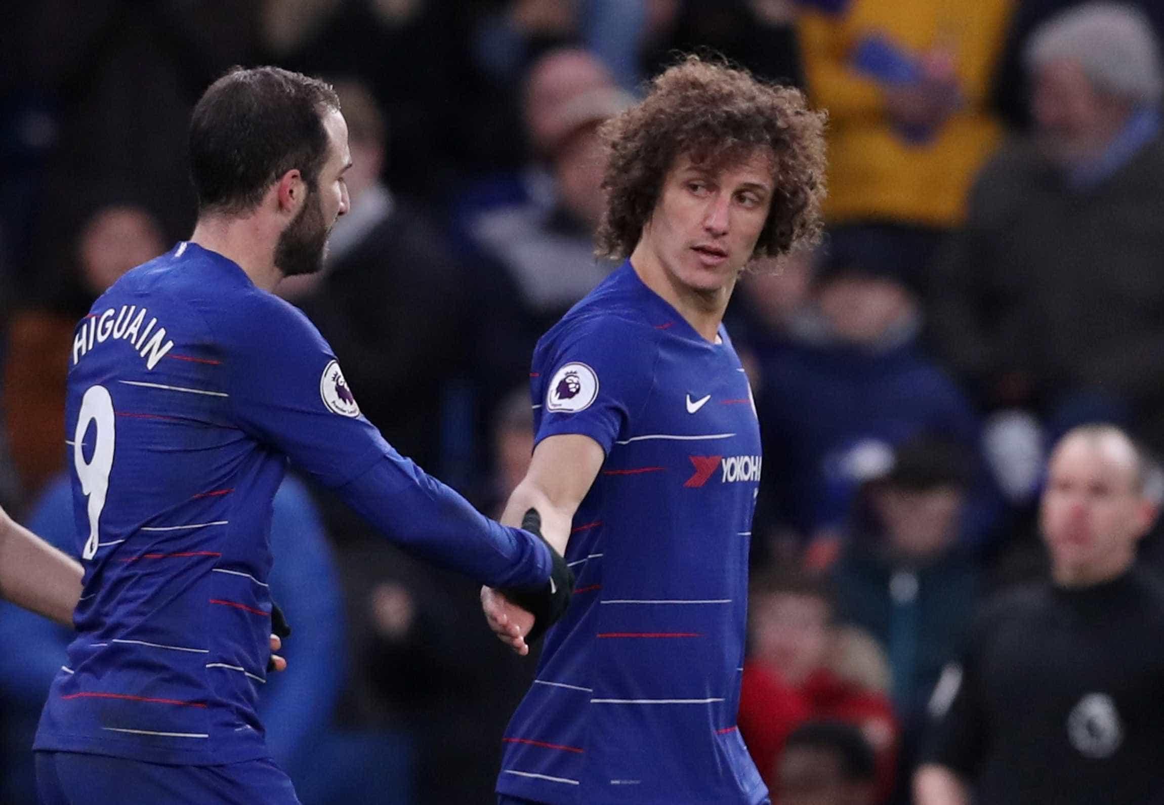 Higuaín faz dois e Chelsea volta a vencer; David Luiz também marcou