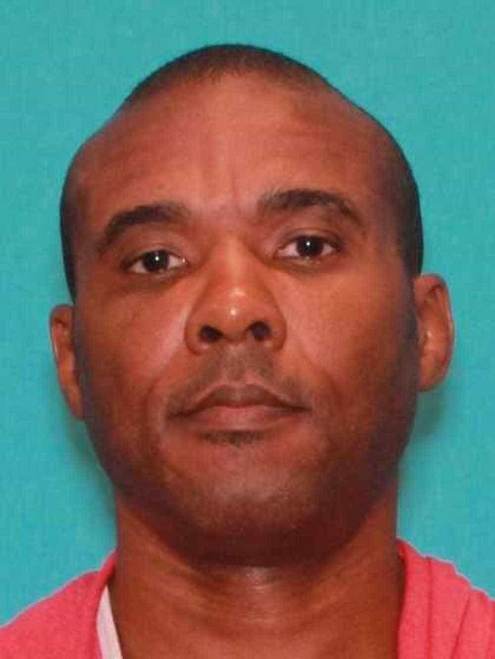 Lutador de MMA acusado de assassinato foge e é capturado depois de 9h