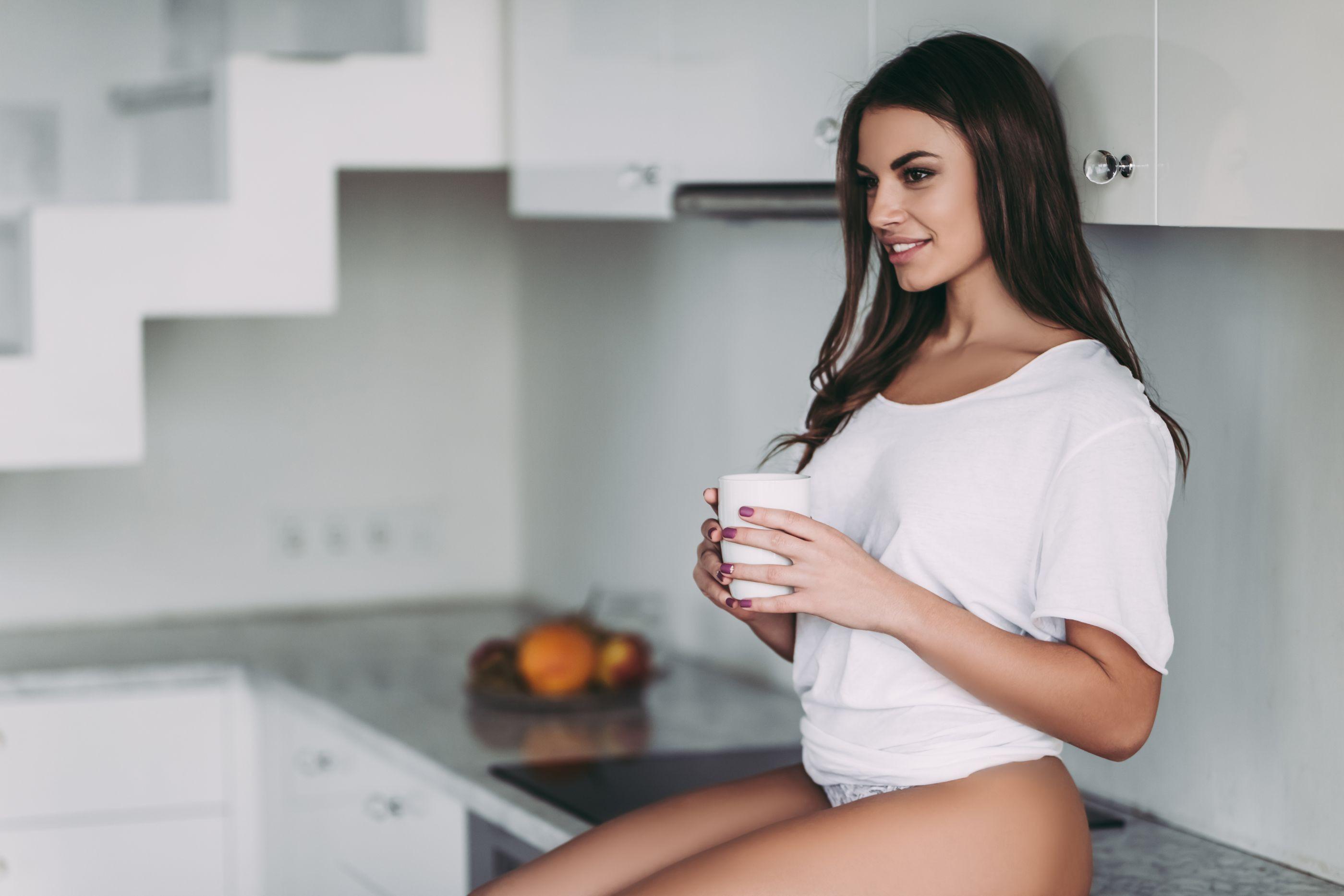 Chá indiano ajuda a queimar gordura abdominal; conheça