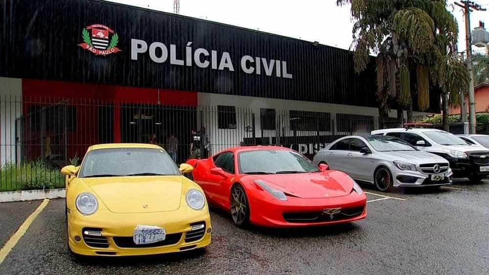 Polícia apreende Ferrari, Porsche e três são presos em Sorocaba