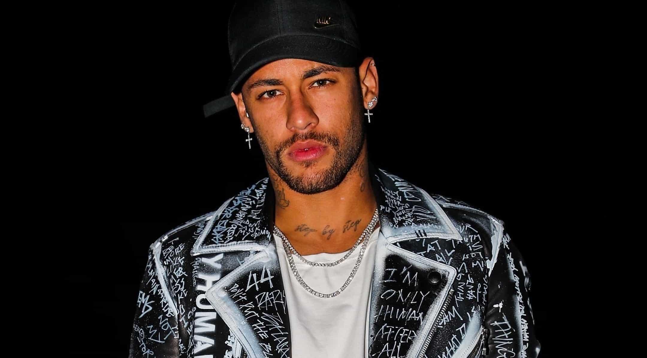 Neymar completa dez anos de carreira com irreverência, arte e polêmica