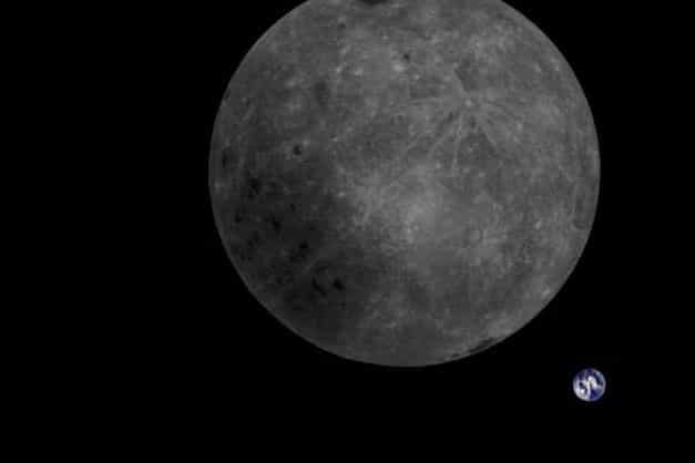 Fotografia mostra lado oculto da Lua e Terra em uma única imagem