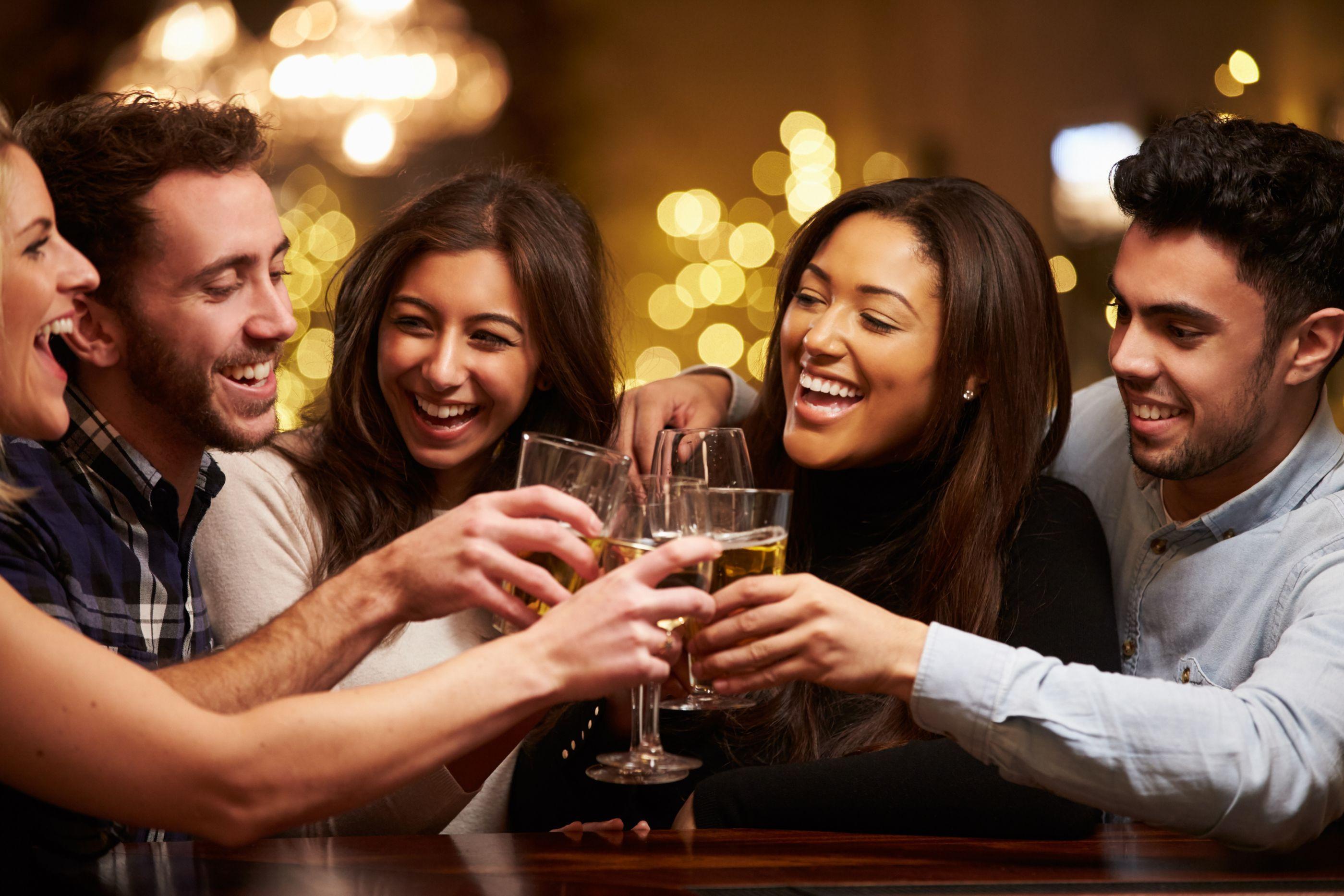 Cerveja antes do vinho? Como a ordem das bebidas afeta a ressaca
