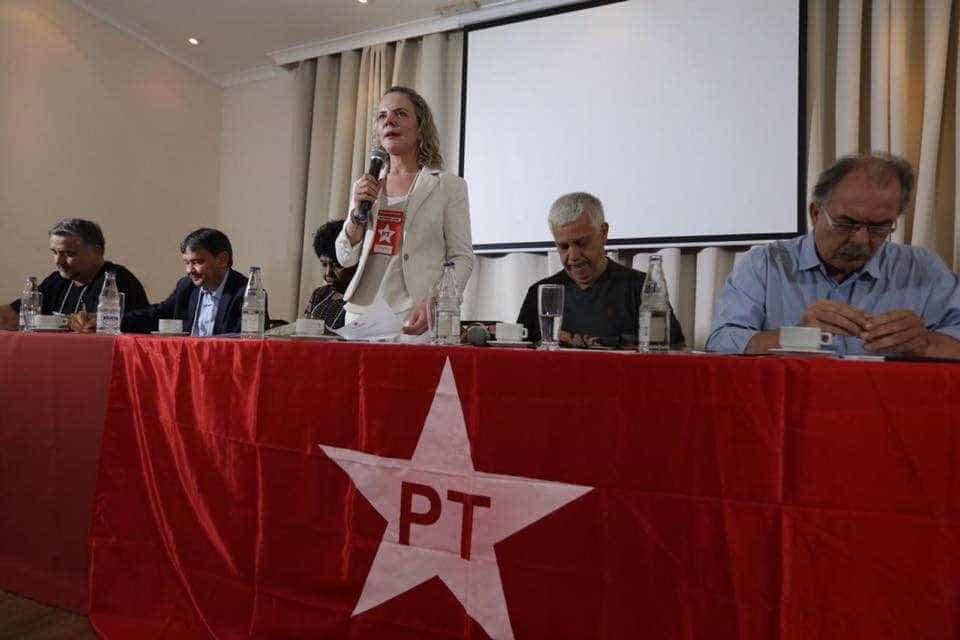 Em ato do PT, Gleisi Hoffmann diz que partido não está morto