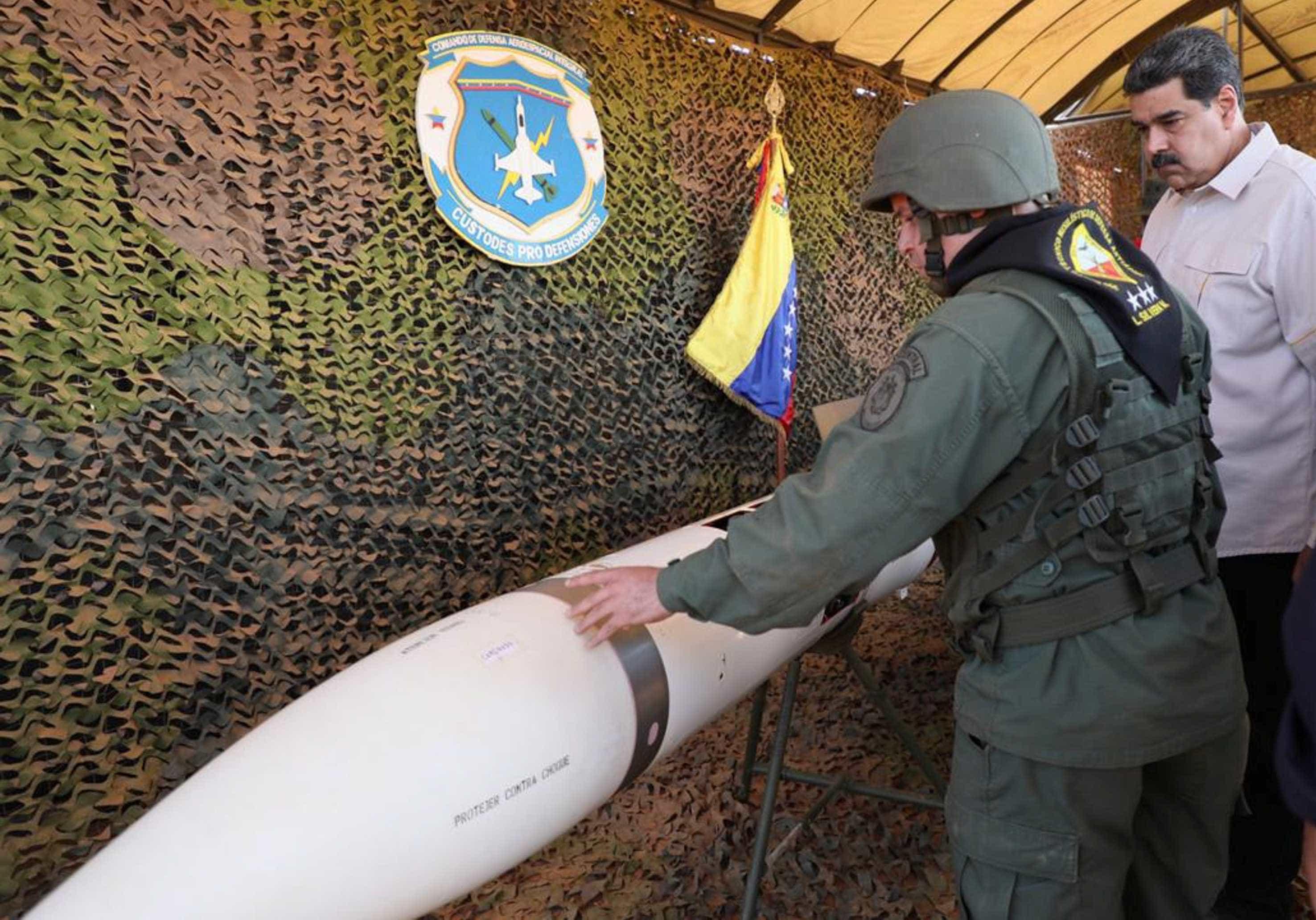 Maduro inicia exercícios militares em resposta às 'ameaças de Trump'