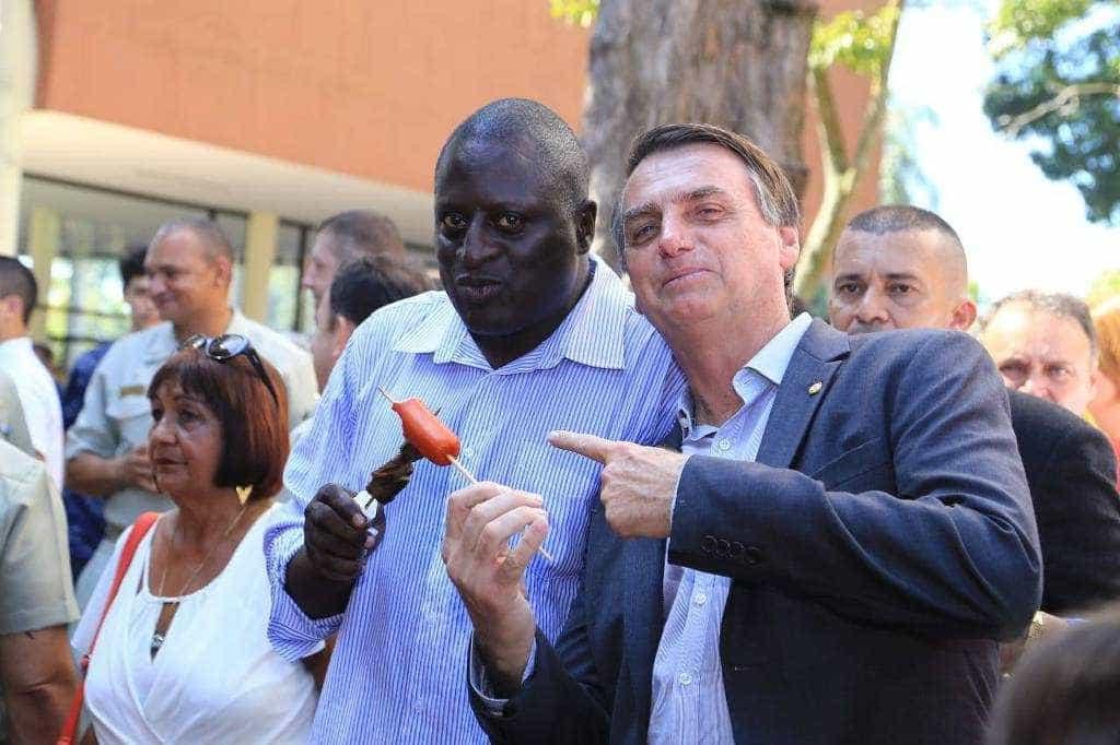 Deputado que adotou sobrenome de Bolsonaro quer criar o 'disque 171'