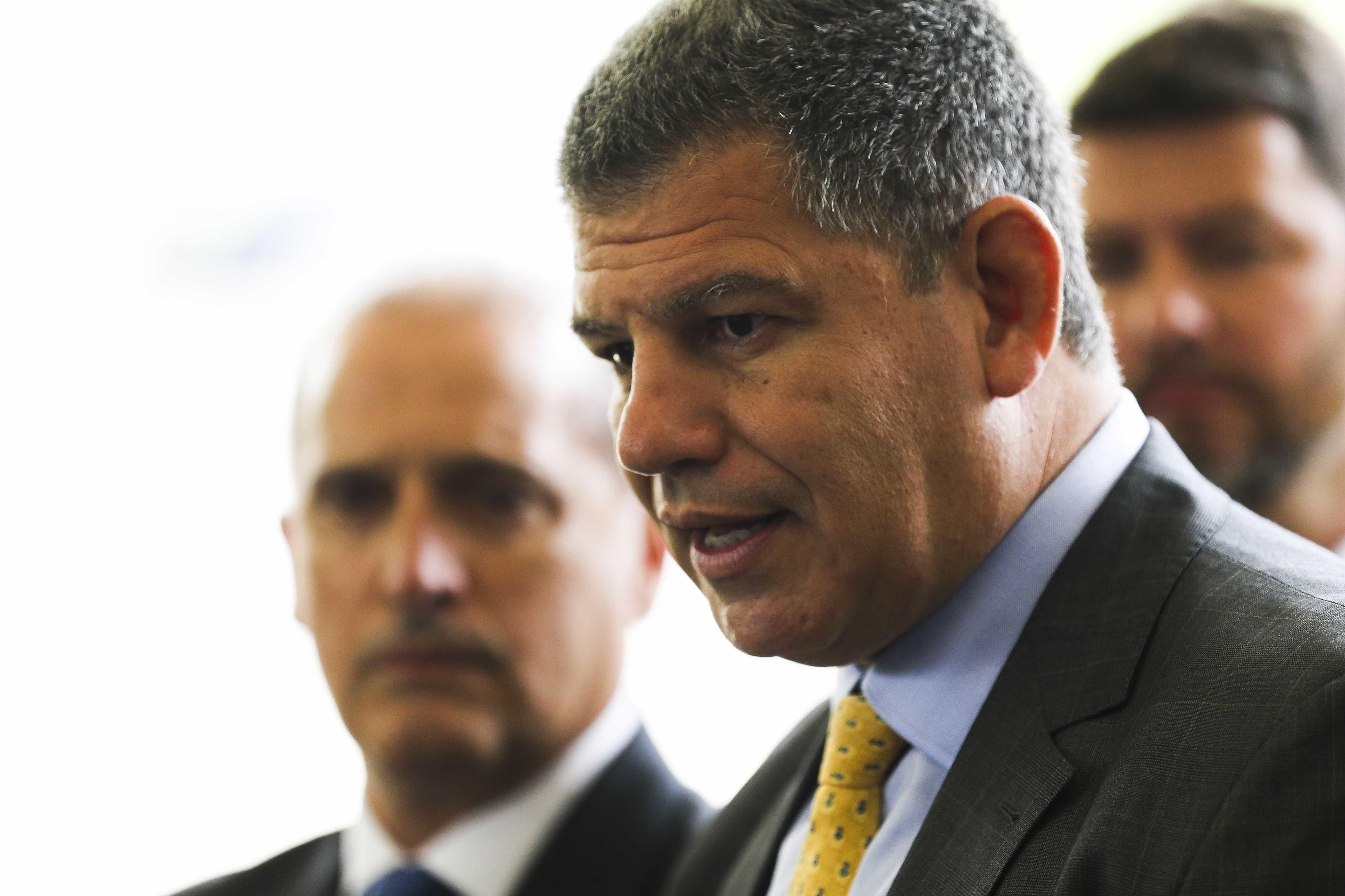 Bebianno diz que Carlos Bolsonaro 'fez macumba psicológica no pai'