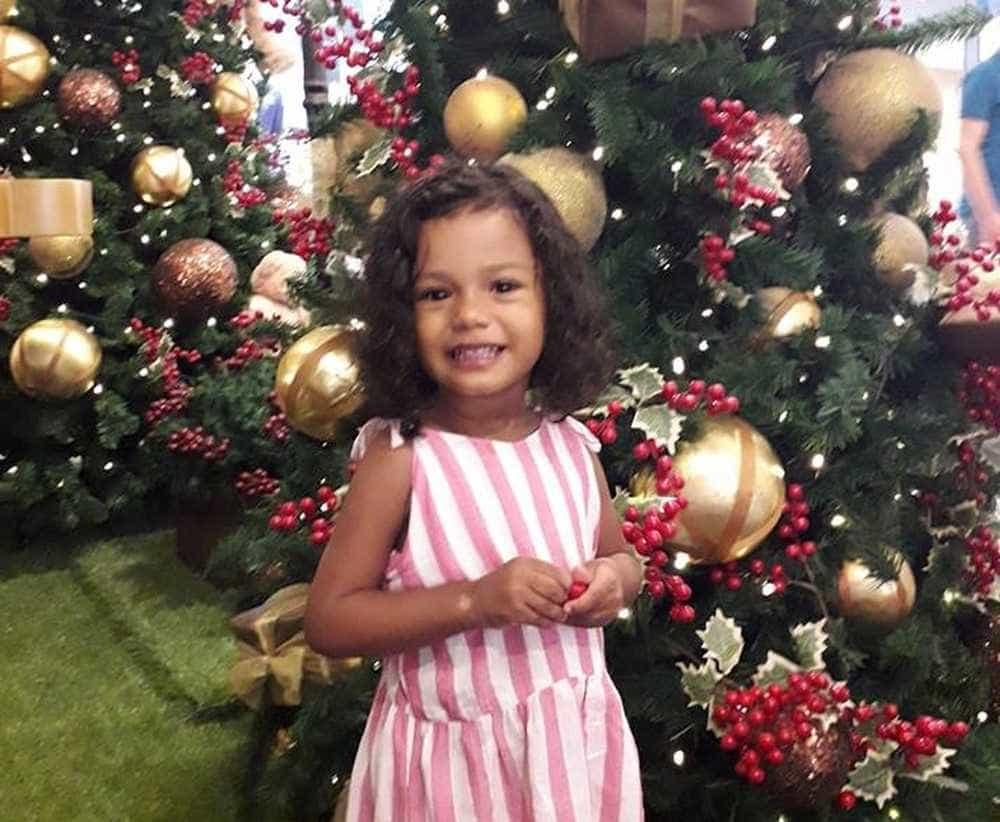 Morre menina atingida por bala perdida durante perseguição em Peruíbe