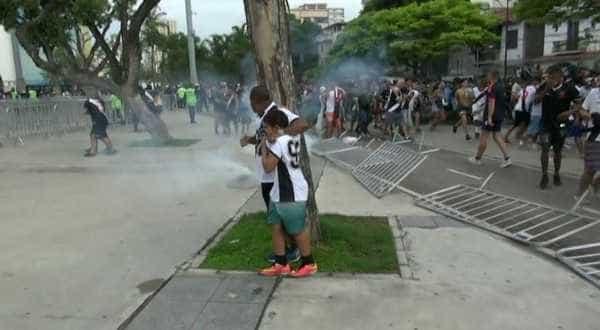 Confusão com torcida do lado de fora do Maracanã deixa 29 feridos
