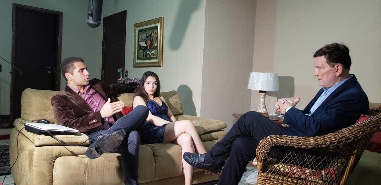 Roberto Cabrini entrevista 'Dr. Bumbum' no Conexão Repórter