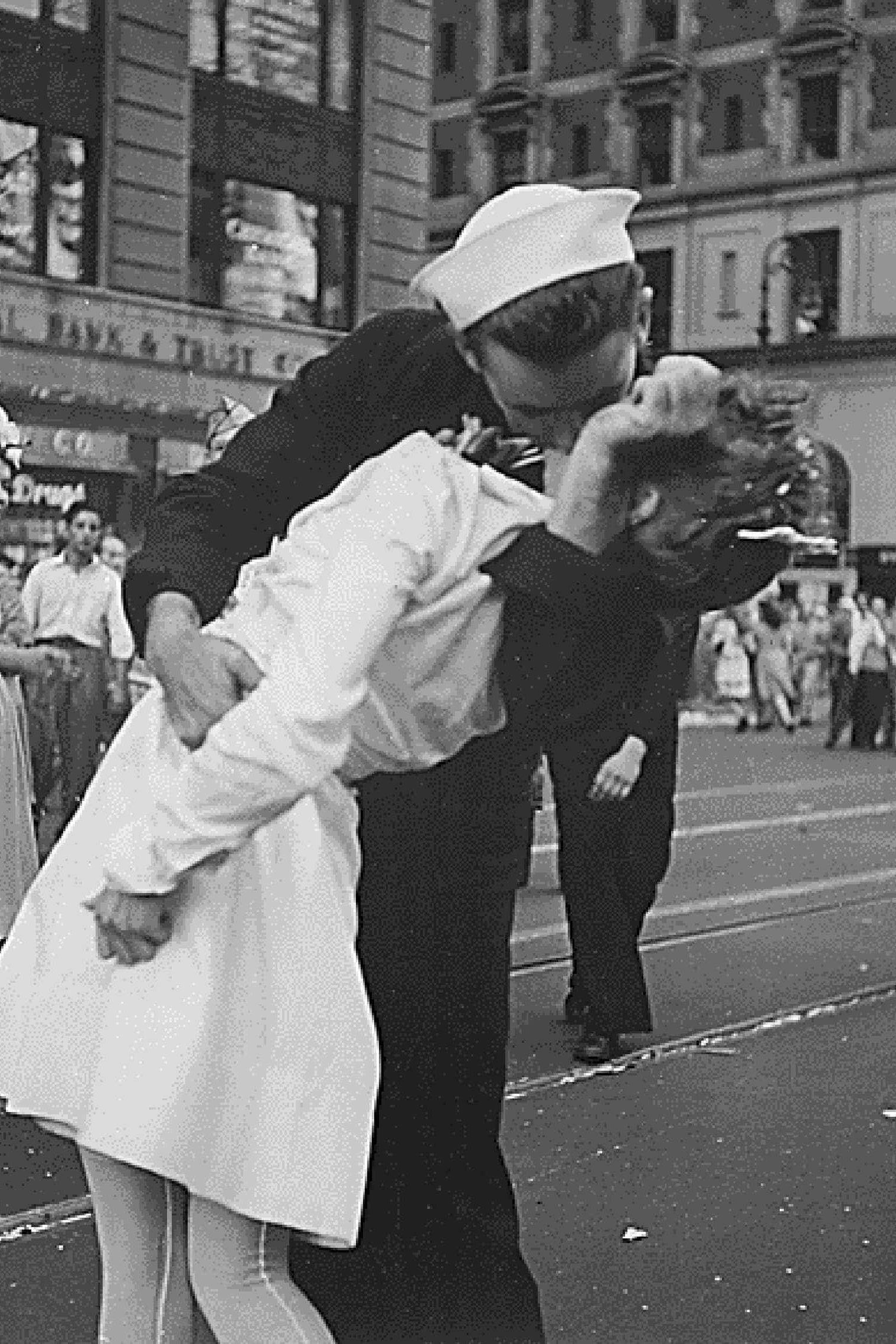 Morre marinheiro da foto de beijo no fim da II Guerra Mundial