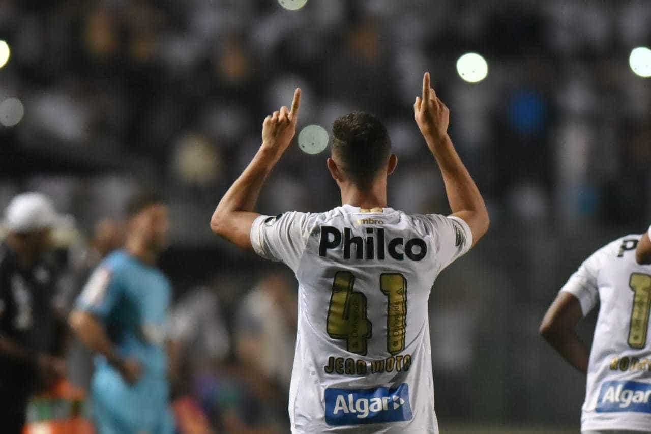Com dois gols de Jean Mota, Santos vence o Guarani no Pacaembu