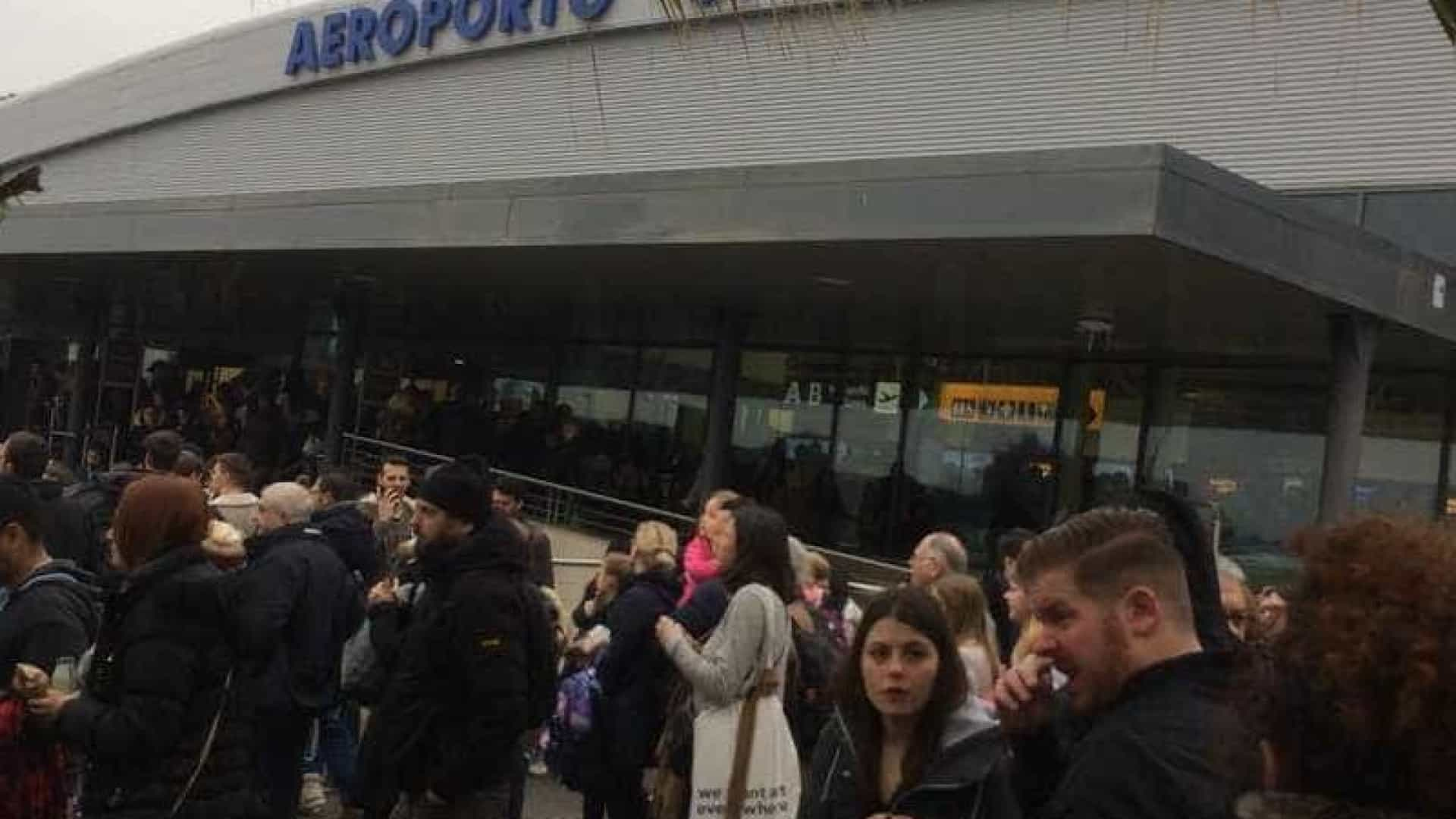 Aeroporto de Roma é evacuado e fechado por causa de incêndio
