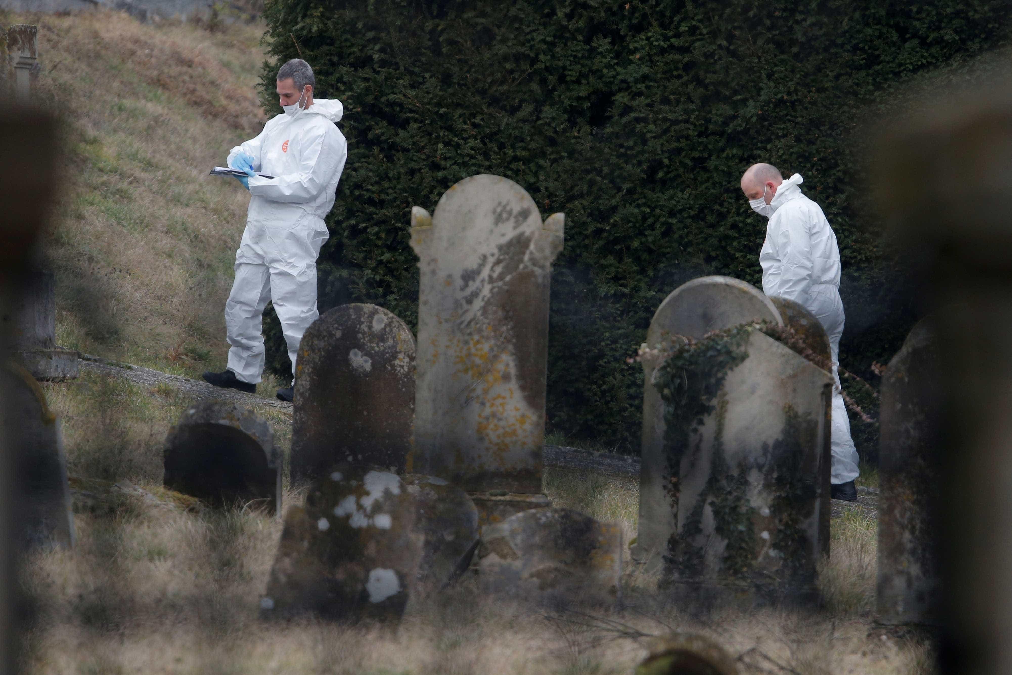 Túmulos de cemitério judaico na França são vandalizados com suásticas