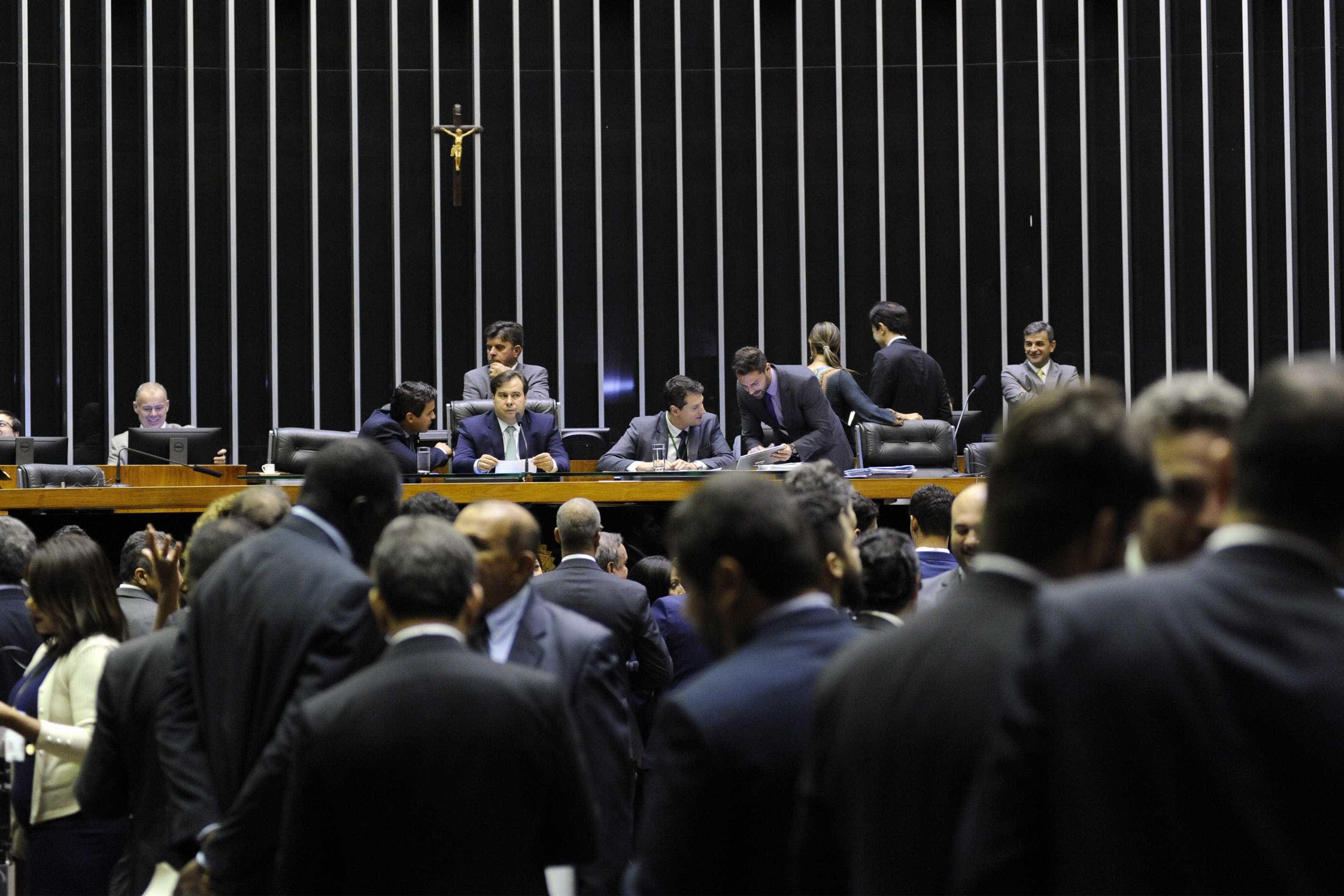 Câmara derruba decreto assinado por Mourão sobre sigilo de documentos