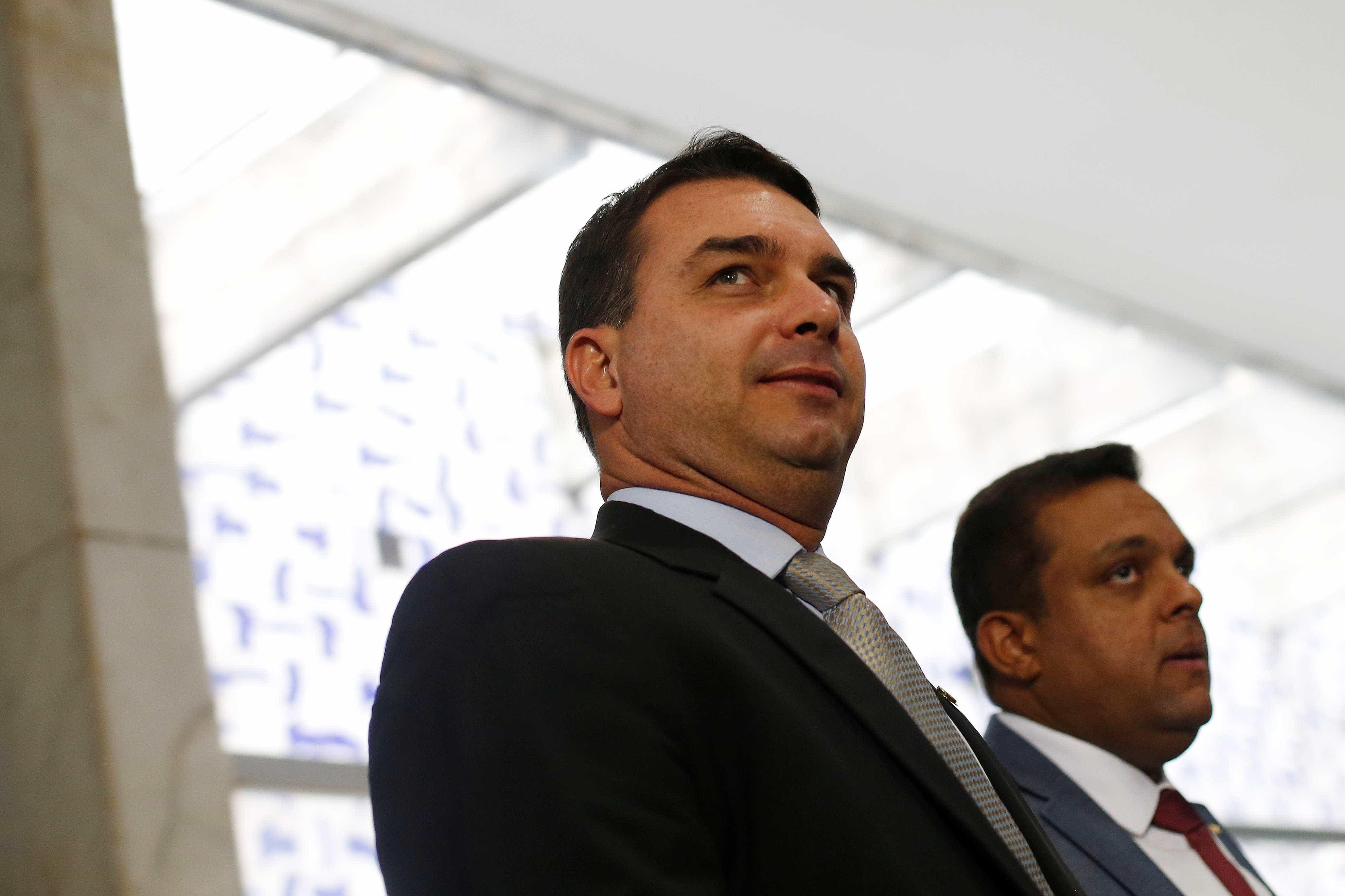 Queda de ministro 'machuca todo mundo', mas é página virada, diz Flávio