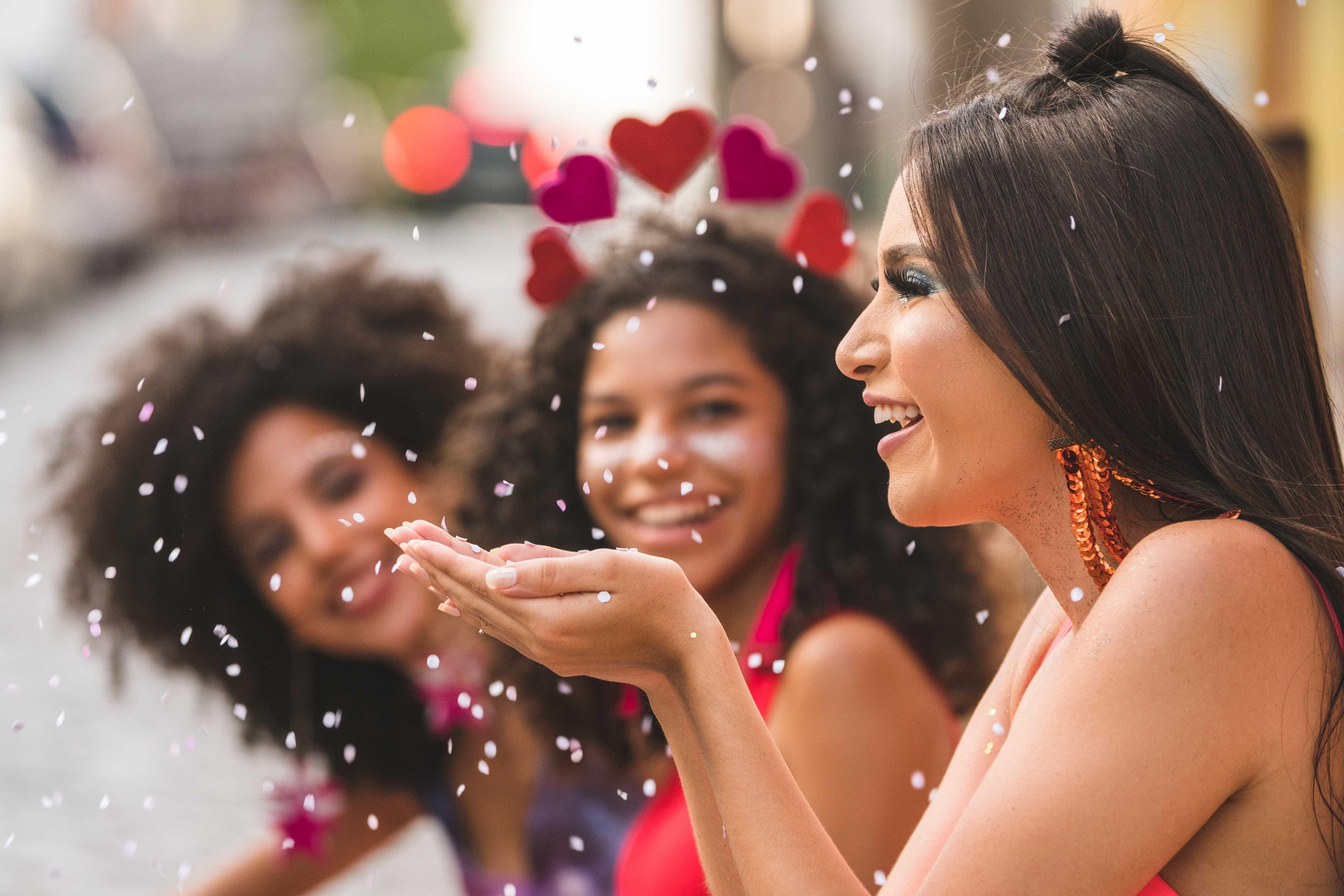 Maquiagem de Carnaval pode colocar saúde ocular em risco