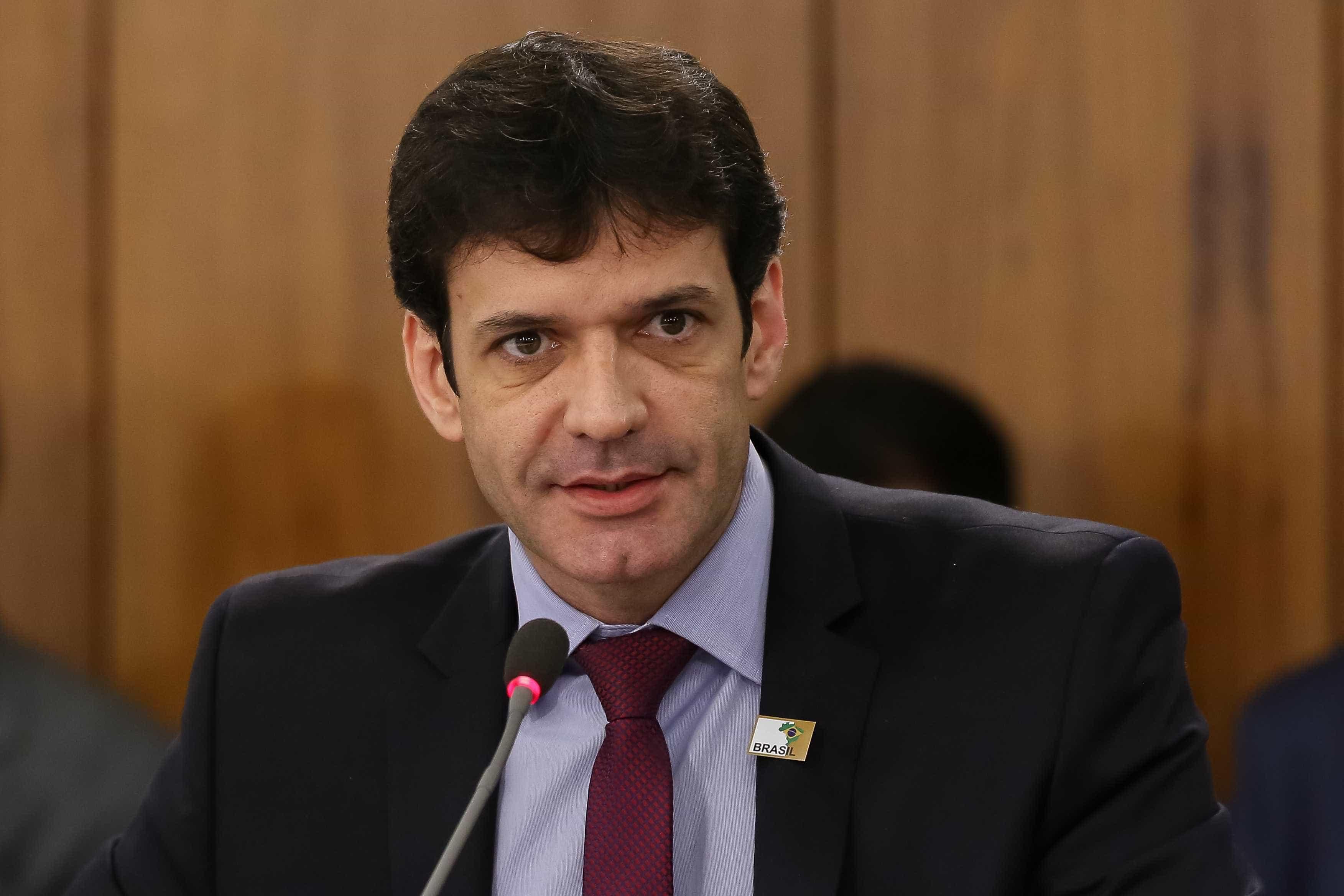 PF decide investigar esquema de laranjas ligado a ministro de Bolsonaro