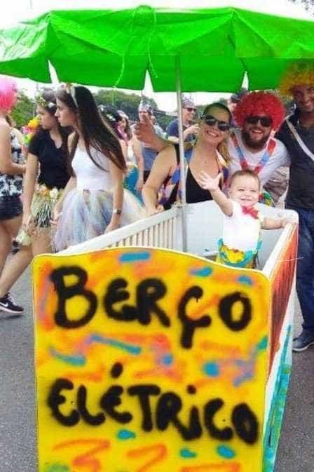 Após vídeo viralizar em 2018, berço elétrico vira bloco para bebês