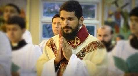Padre acusado de abusar de ex-freiras é expulso da igreja pelo Papa