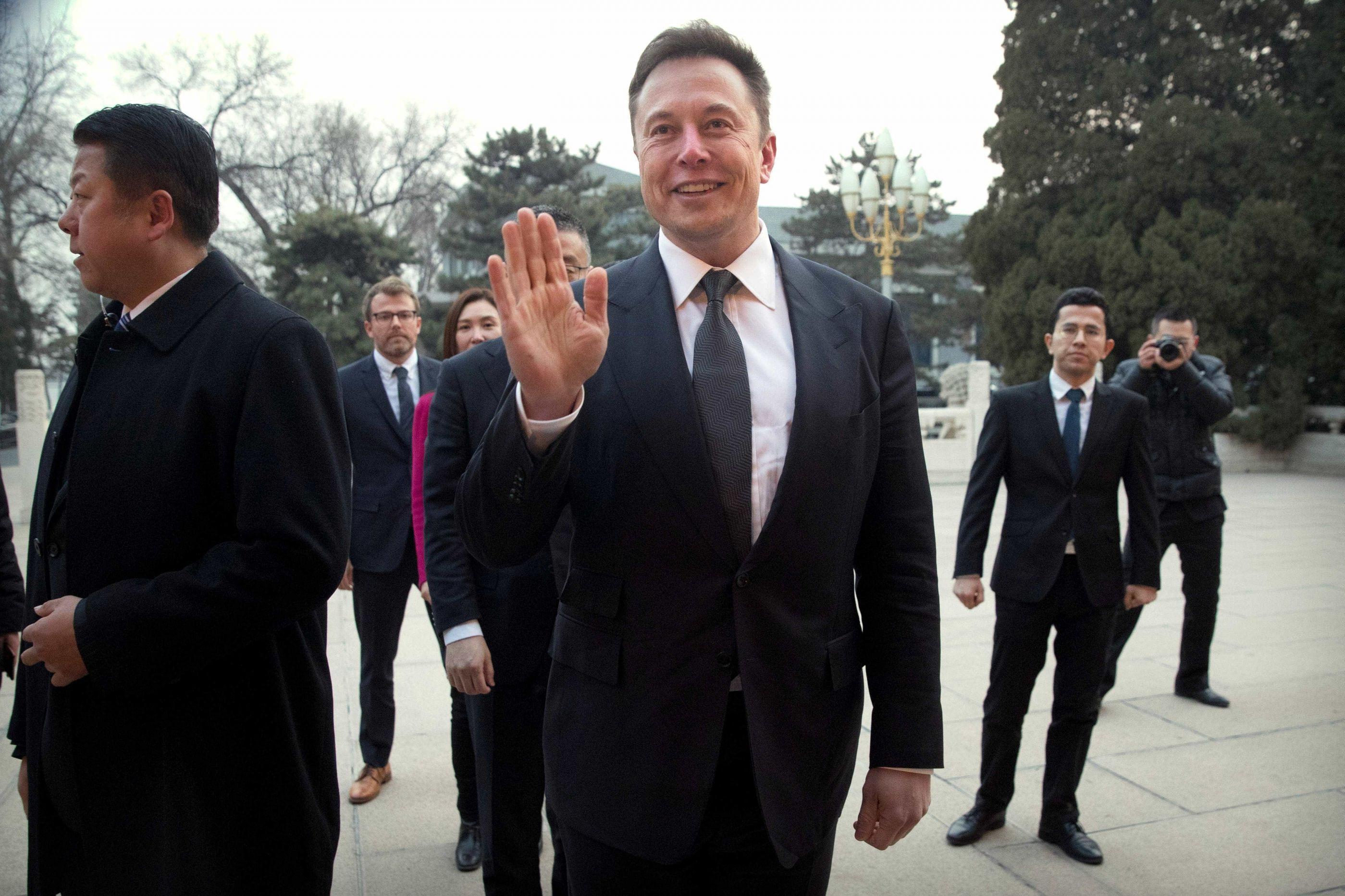 Condução 100% autônoma chega no final do ano, diz CEO da Tesla
