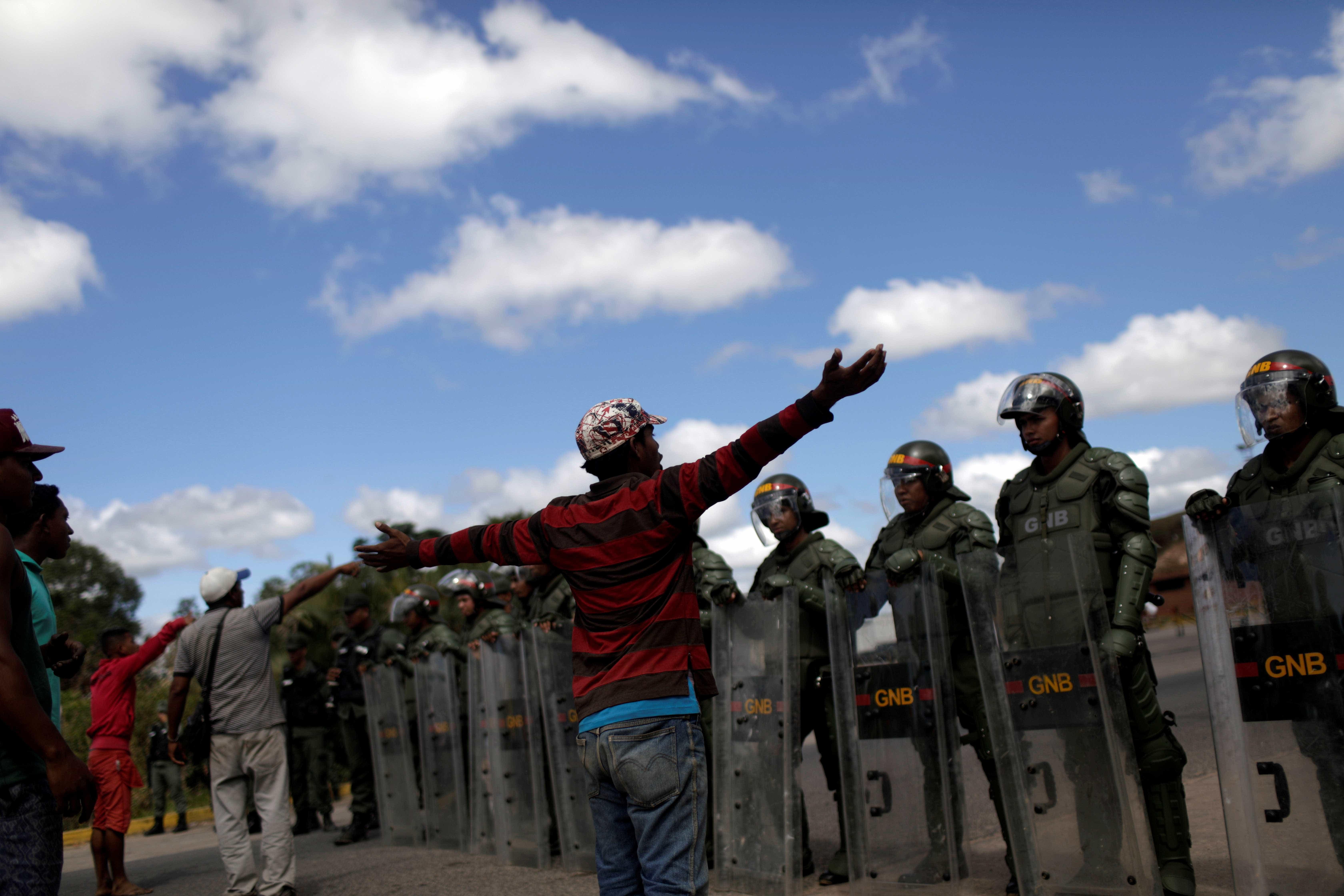 Confronto na fronteira da Venezuela deixa 1 morto e ao menos 12 feridos