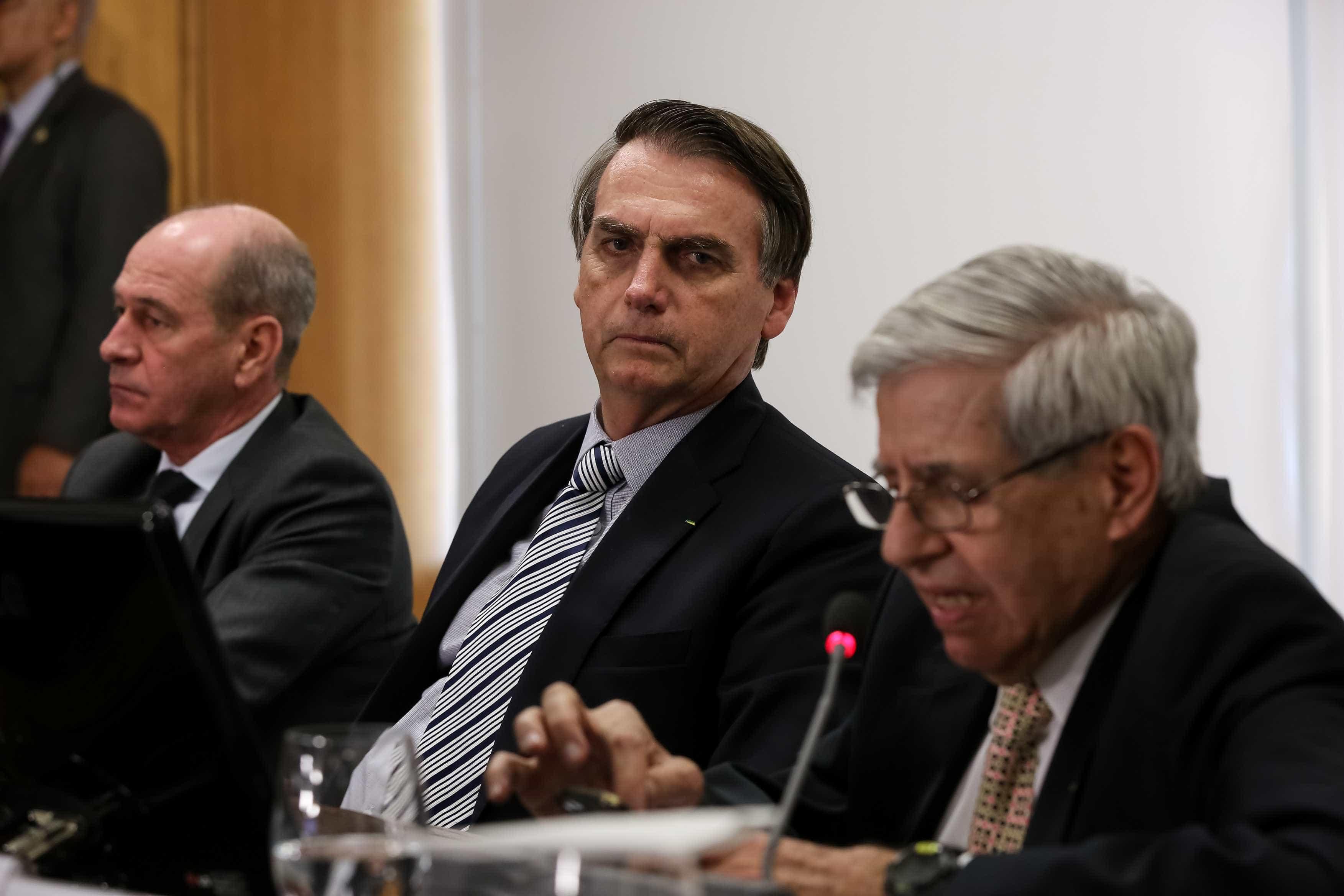 Bolsonaro faz reunião de emergência para tratar da crise na Venezuela