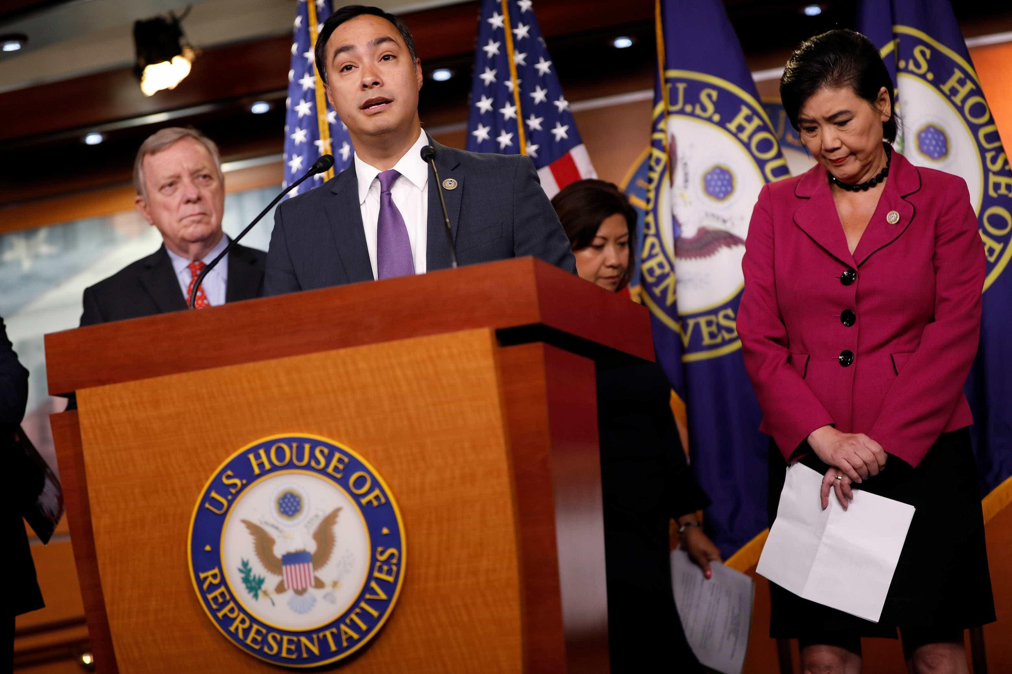 Democratas apresentam medida para revogar emergência de Trump