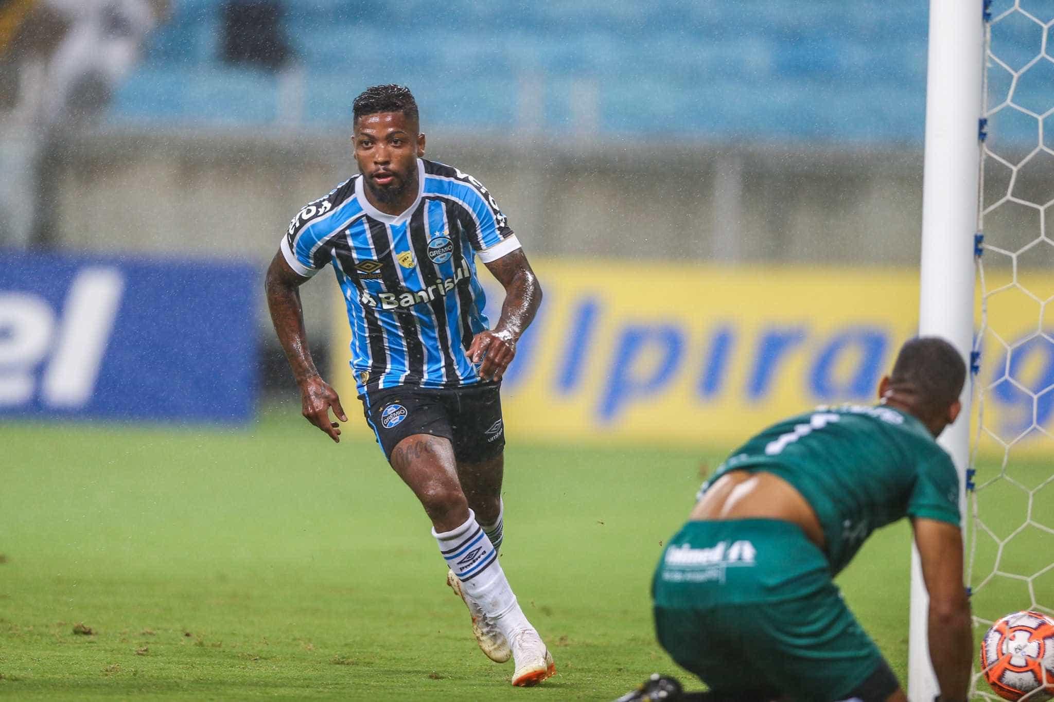 Grêmio vence com gols de Marinho e confirma classificação antecipada