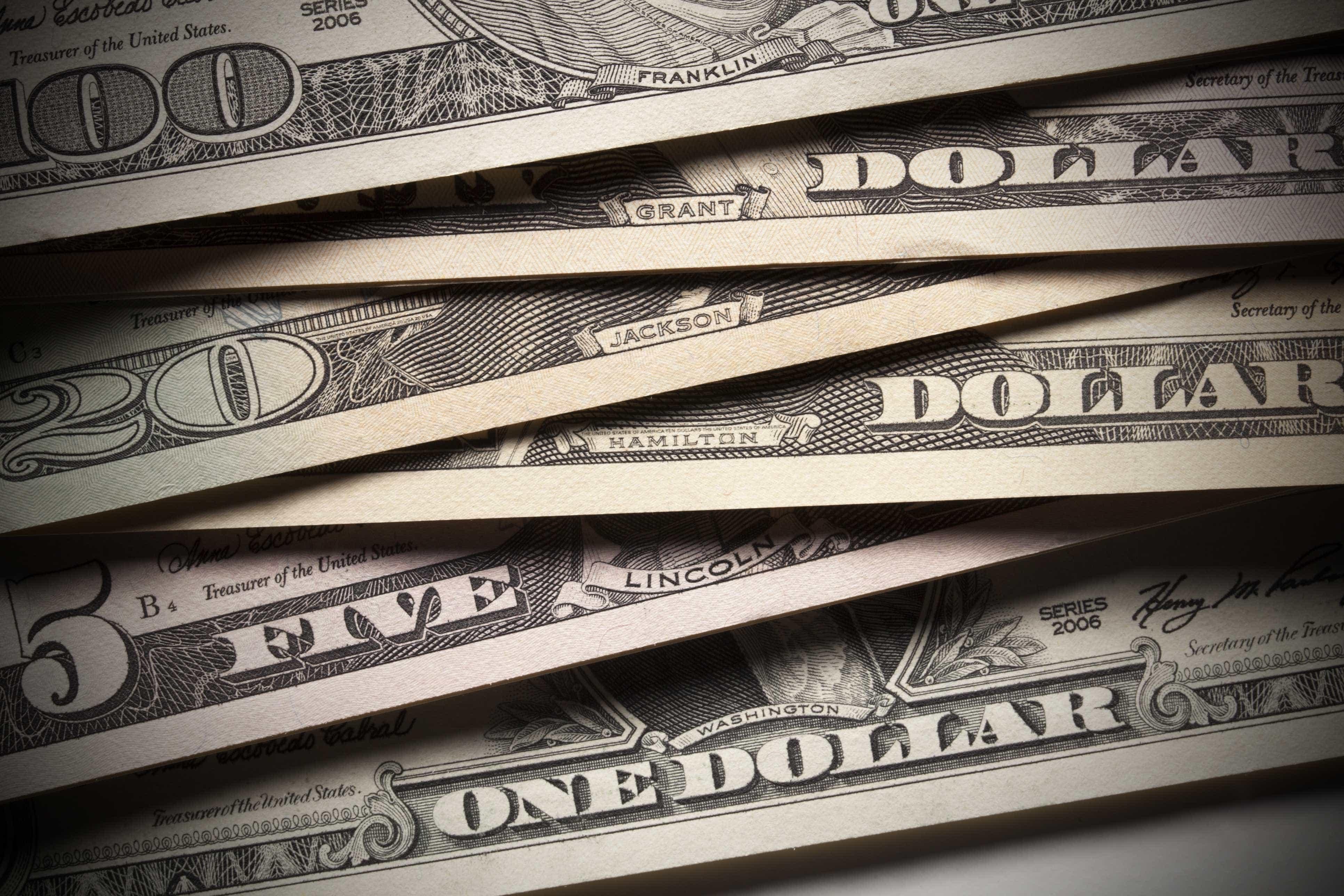Bolsa cai e dólar fecha no maior valor do ano