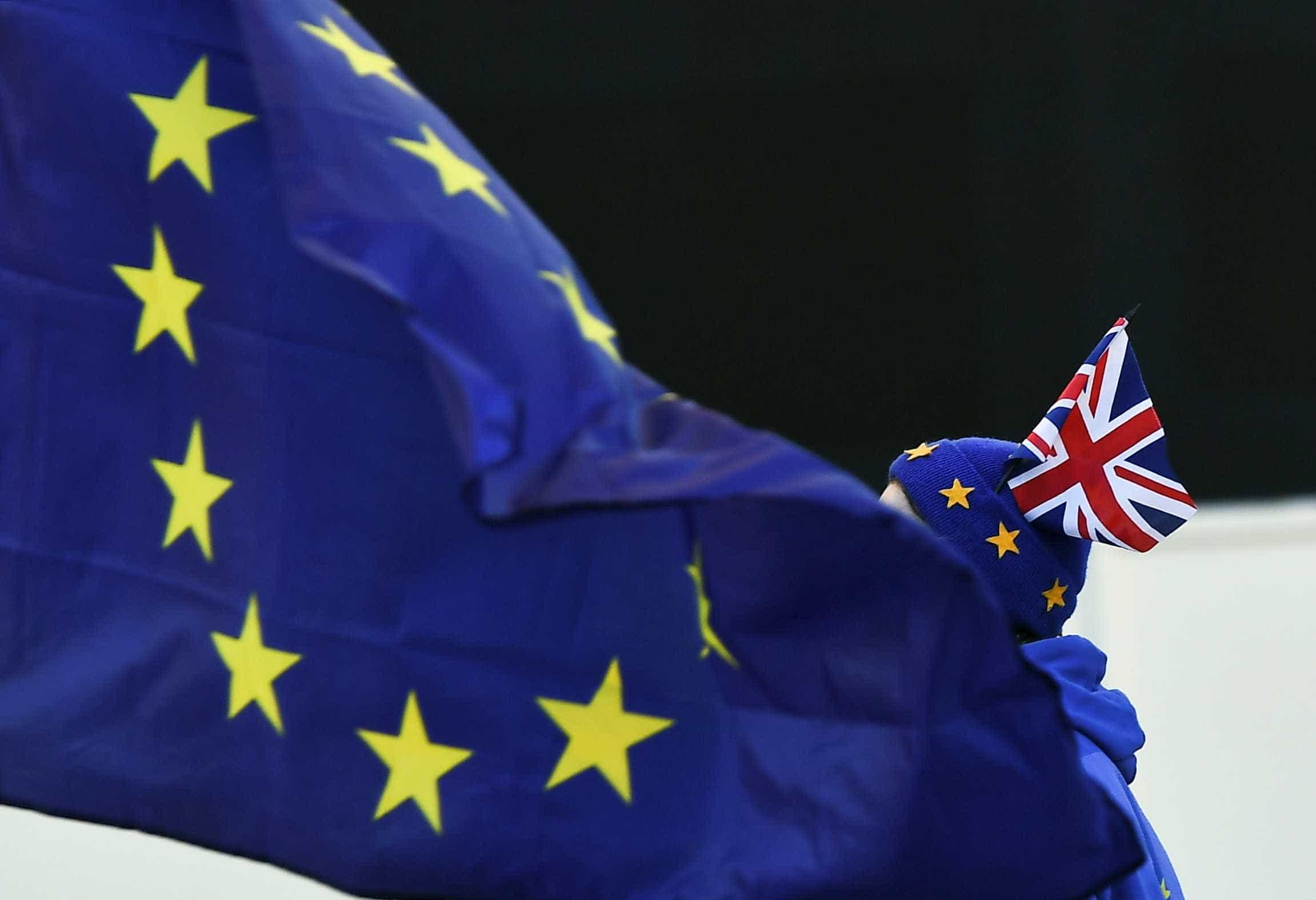 Parlamento britânico vota moção para adiar prazo do brexit