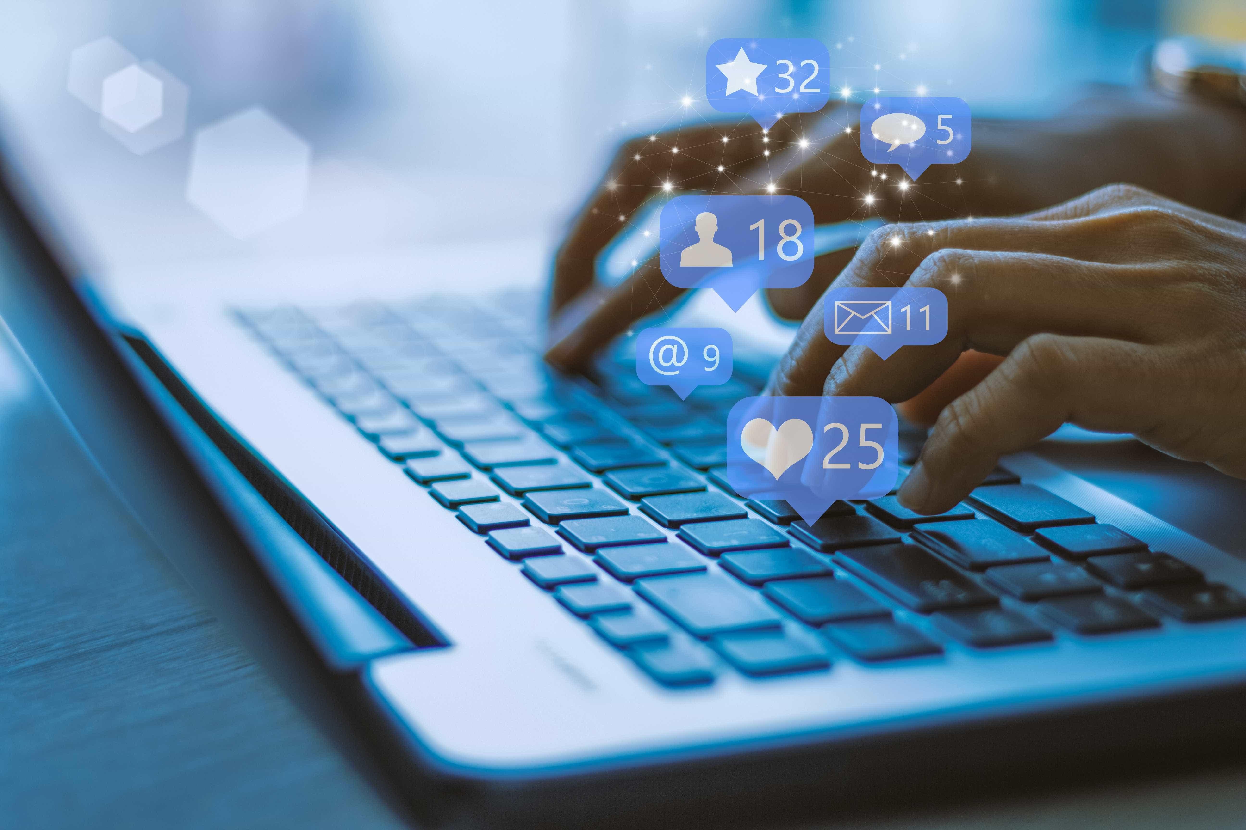 Europa quer que Facebook, Google e Twitter reforcem combate a fake news
