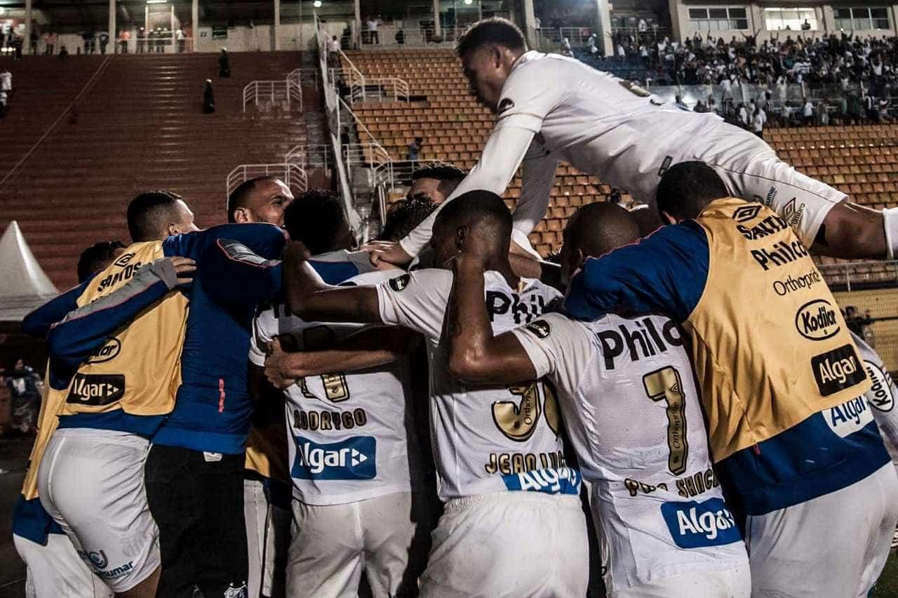 Santos vence Oeste com gol no último lance e se classifica no Paulistão