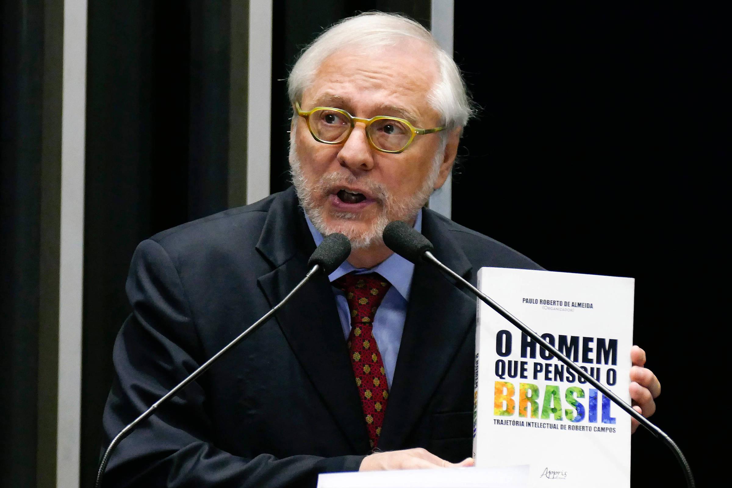 Diplomata é demitido após republicar textos sobre crise na Venezuela