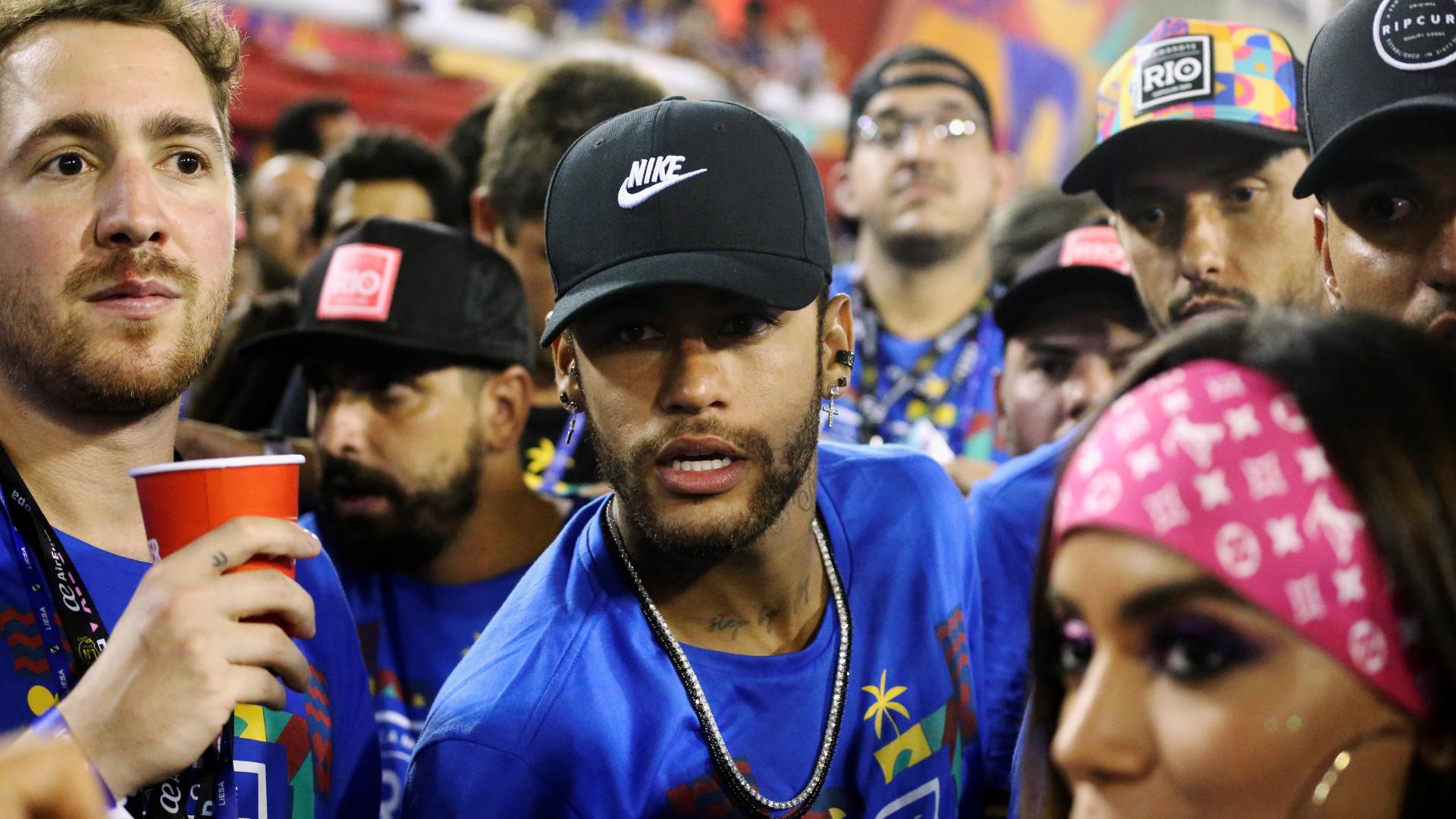 Após tratamento no Brasil e Carnaval, Neymar segue cartilha do PSG