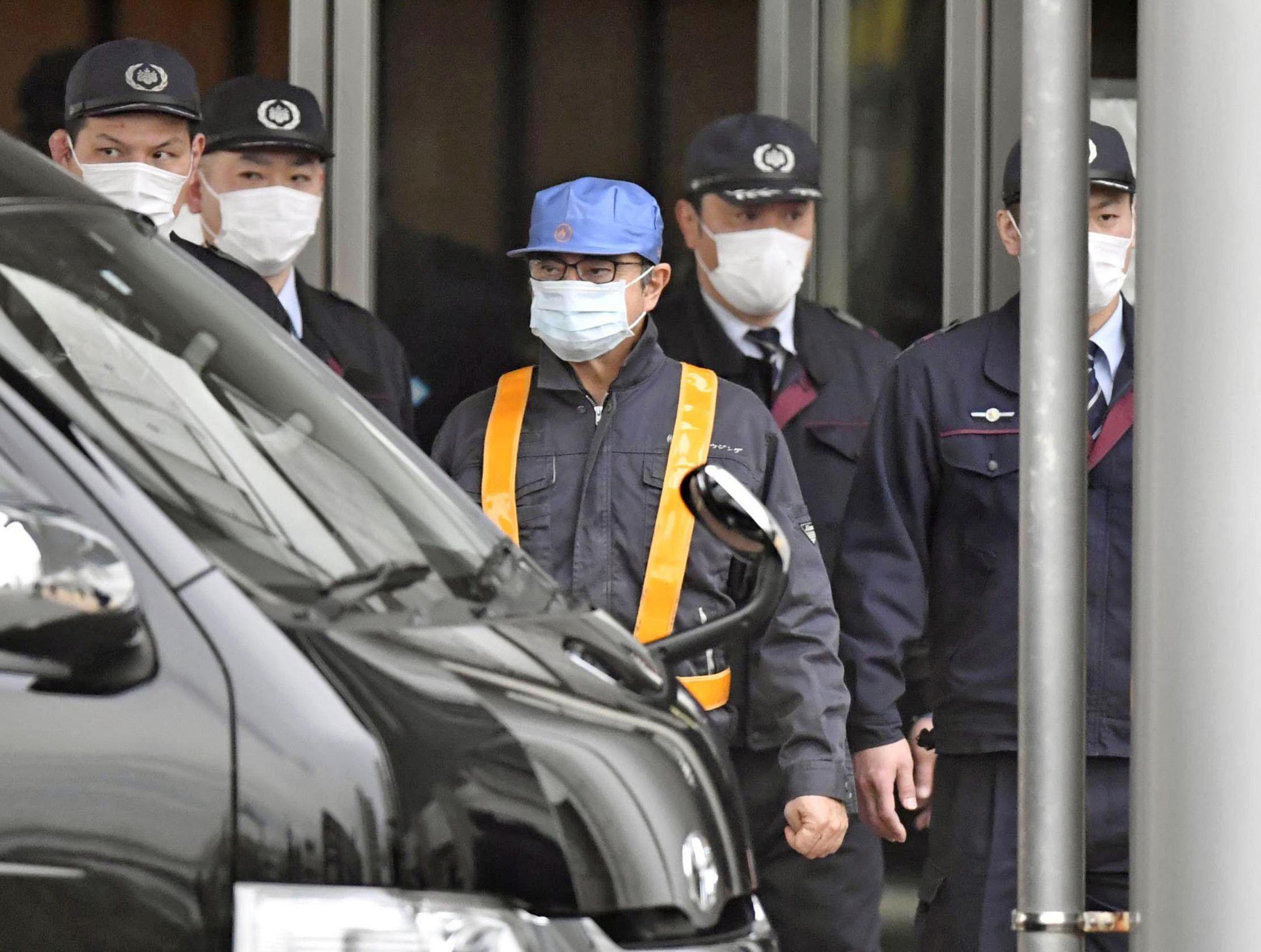 Após pagar fiança, Carlos Ghosn deixa a prisão em Tóquio
