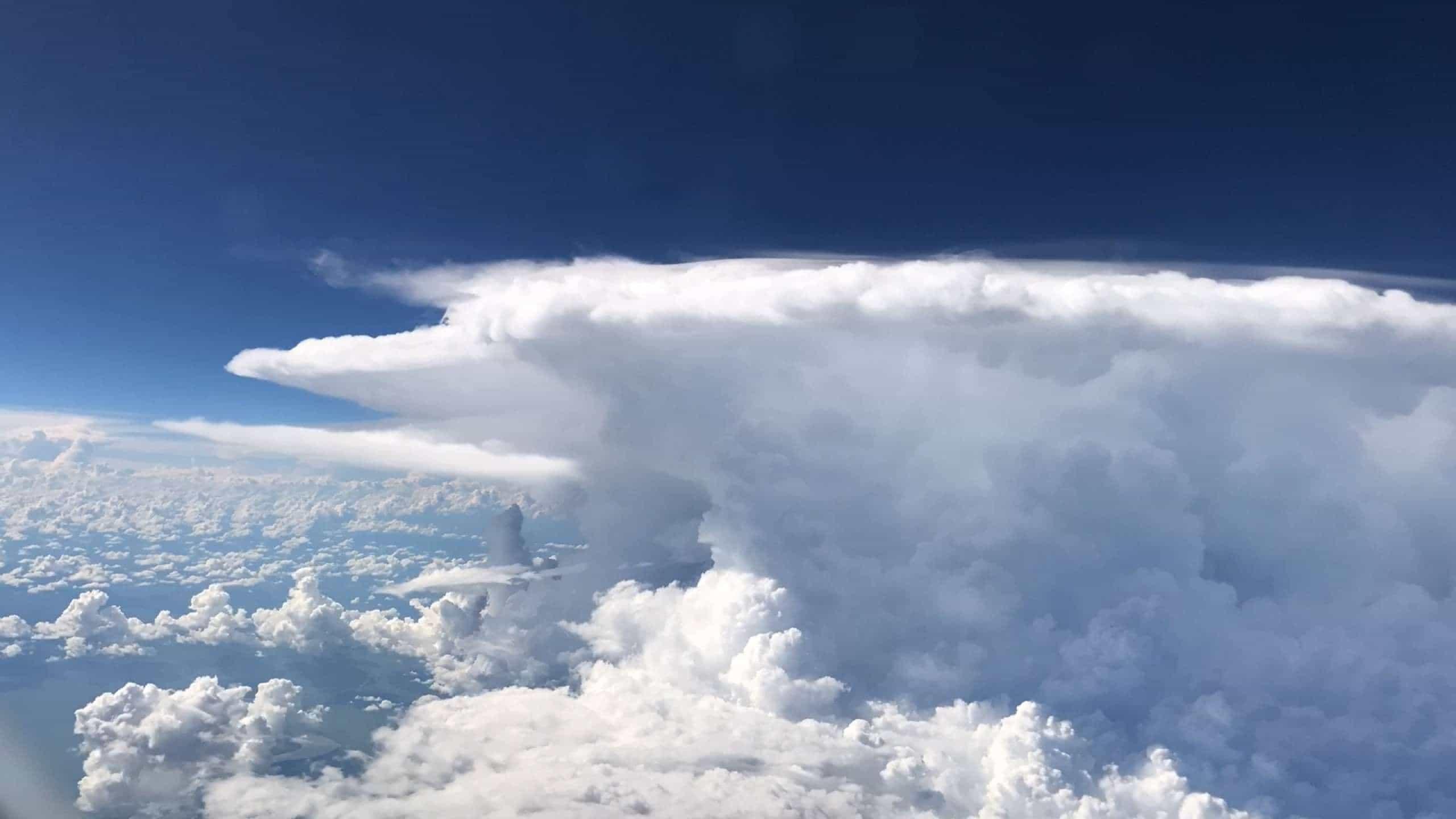 Você já viu uma tempestade de dentro de um avião?