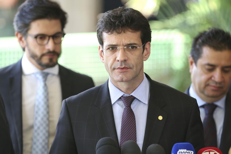 Candidata do PSL diz à PF que ministro do Turismo pediu desvio de verba