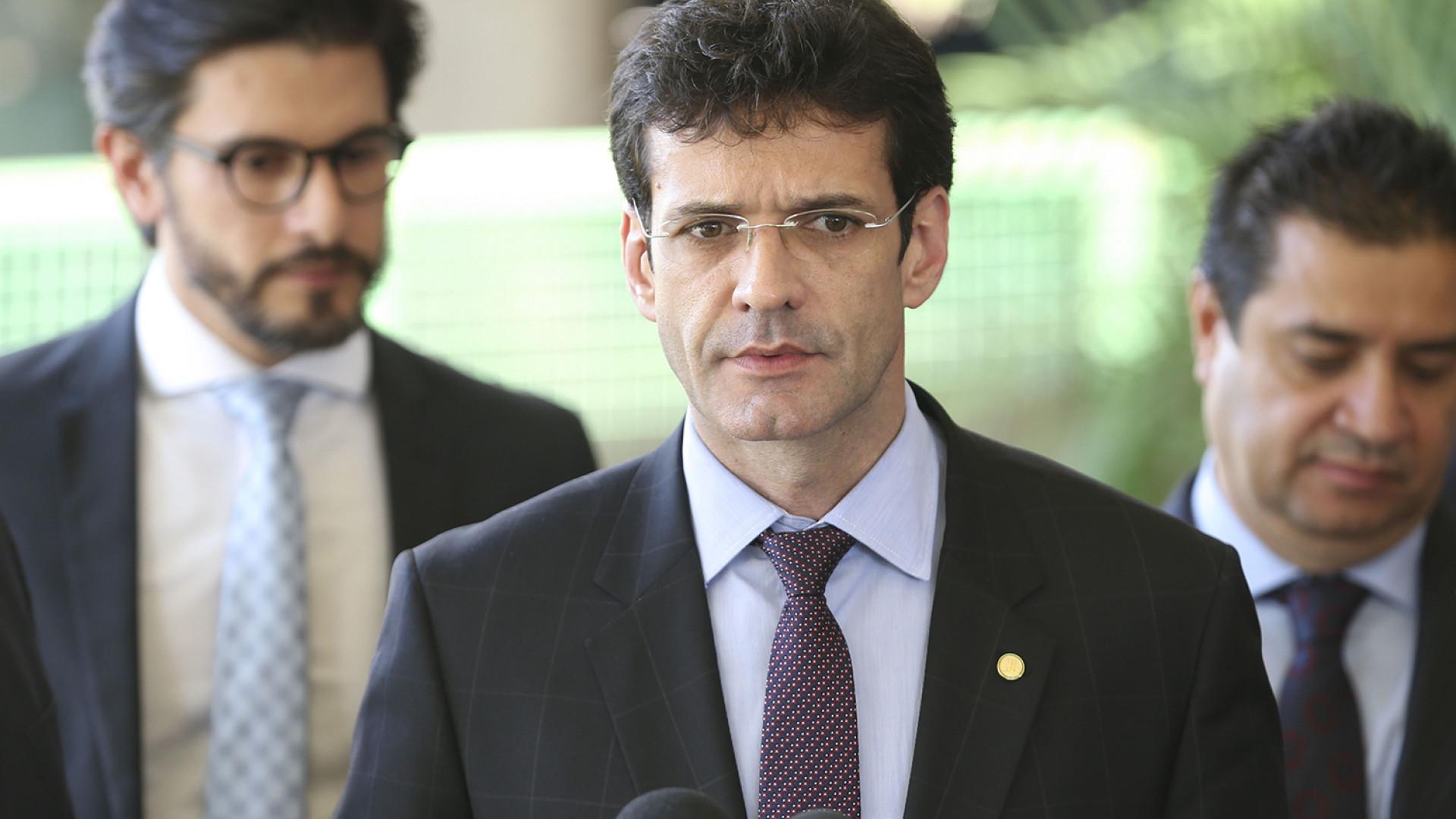 Apuração da PF indica participação de ministro em esquema de laranjas