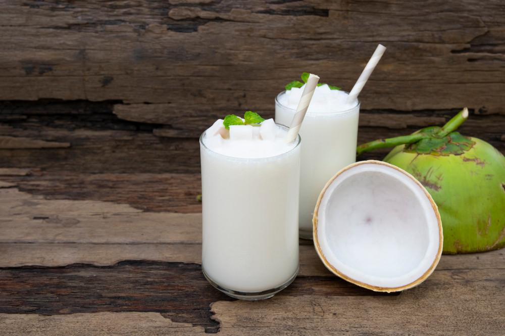 Smoothie de coco, iogurte e hortelã é ideal para recuperar a saúde