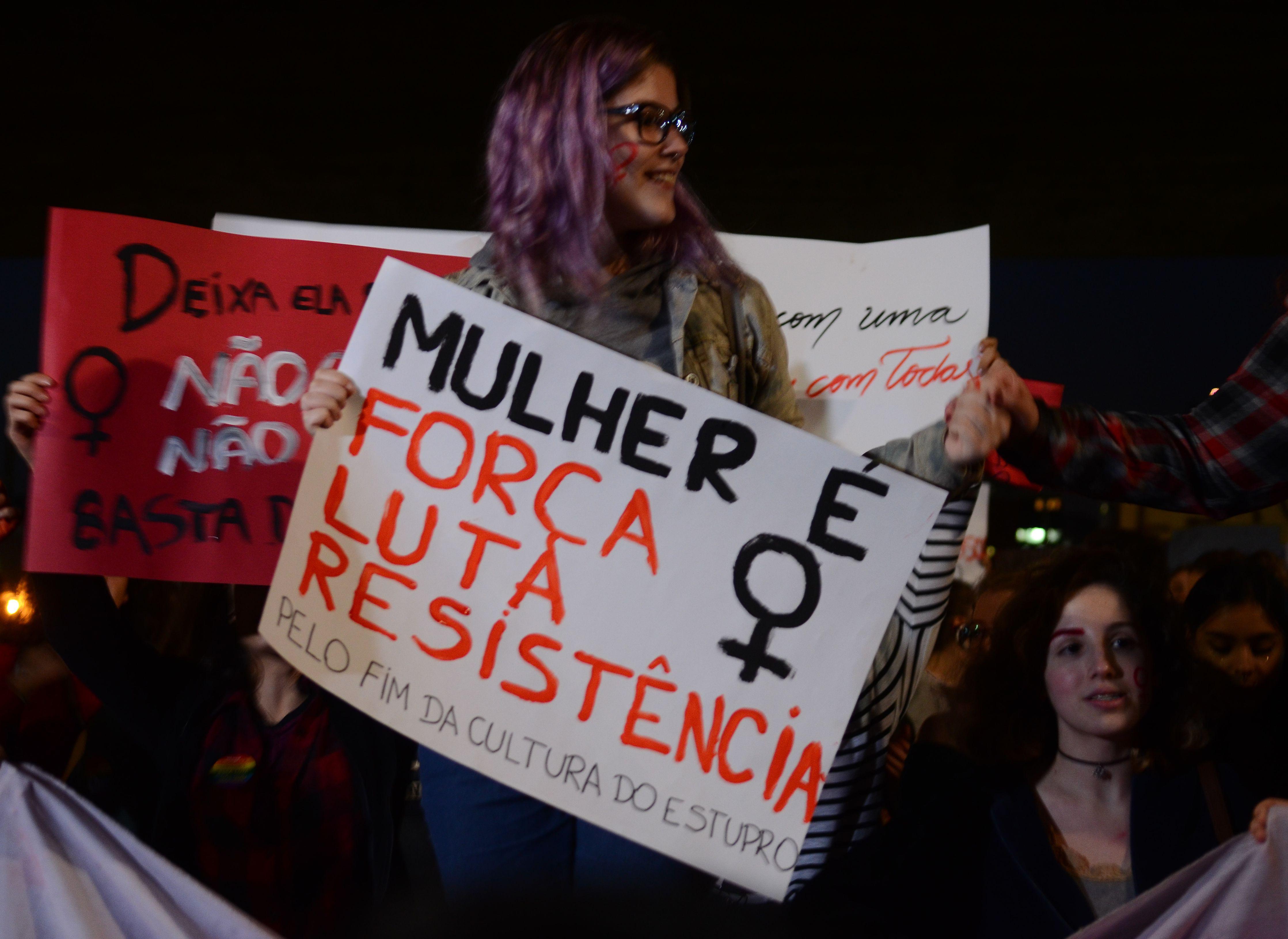 Luta pelo fim da violência e direitos iguais marcam o Dia da Mulher
